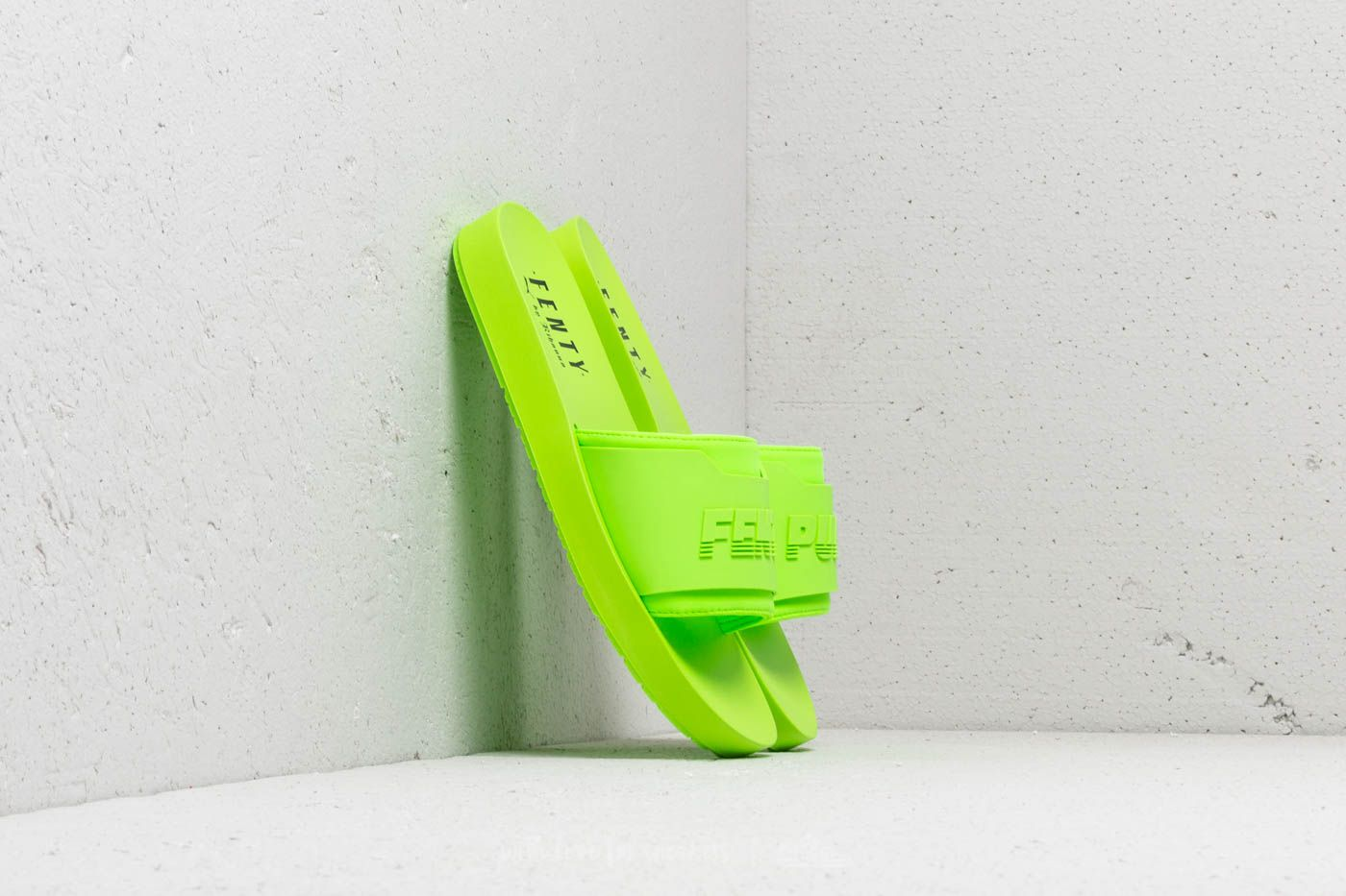 60f437373edaeb Puma Fenty Surf Slide Wns Green Gecko  Green Gecko at a great price 45 €