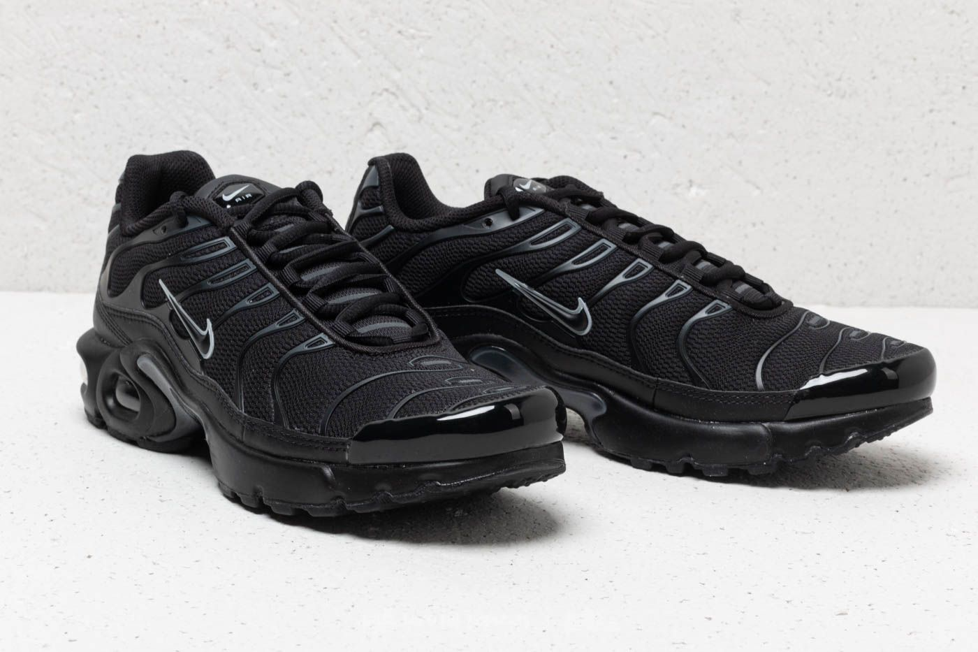 32bc33b38f ... promo code for nike air max plus gs black black pure platinum at a  great 90a10