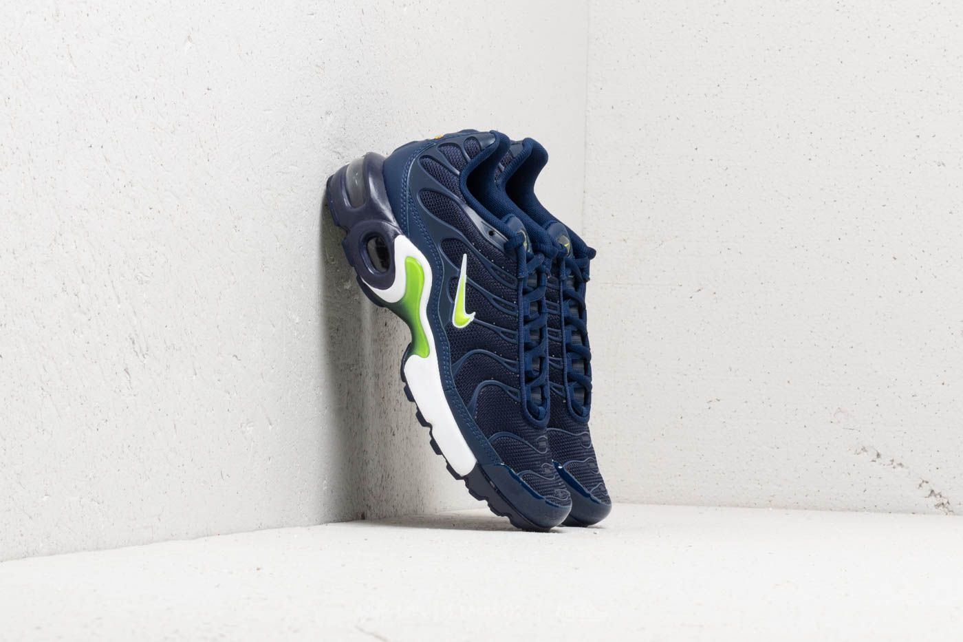 separation shoes 76baf 9fe47 Nike Air Max Plus (GS). Midnight Navy  Volt-Blue Void