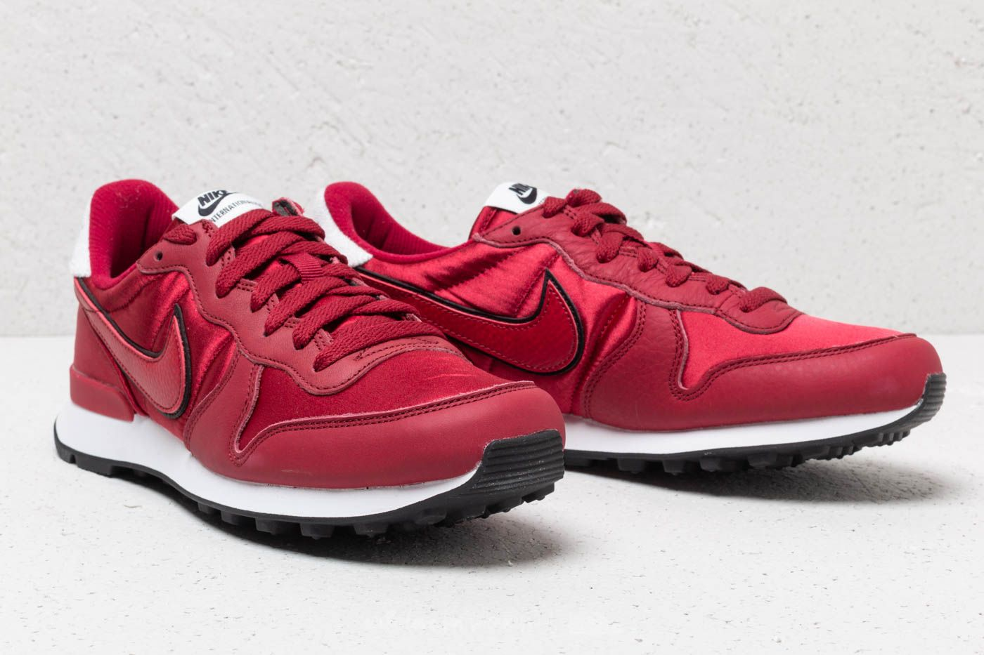more photos 1c57a c17b9 ... Online Nike Wmns Internationalist Heat Red Crush Red Cruhs-White at a  great price ...