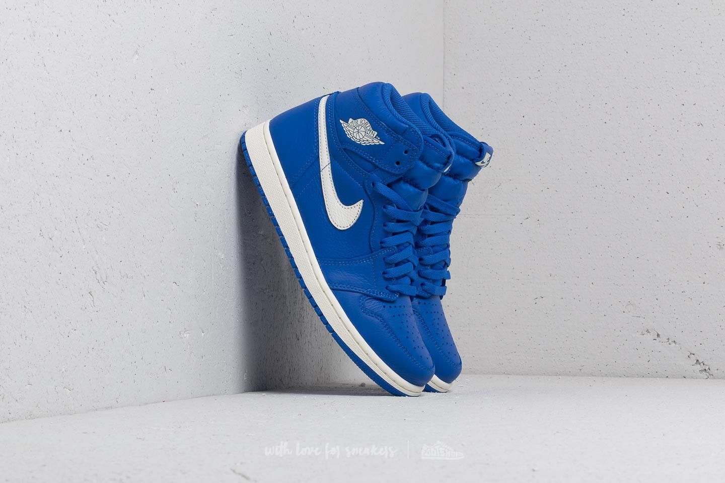 Air Jordan 1 Retro High OG Hyper Royal/ Sail