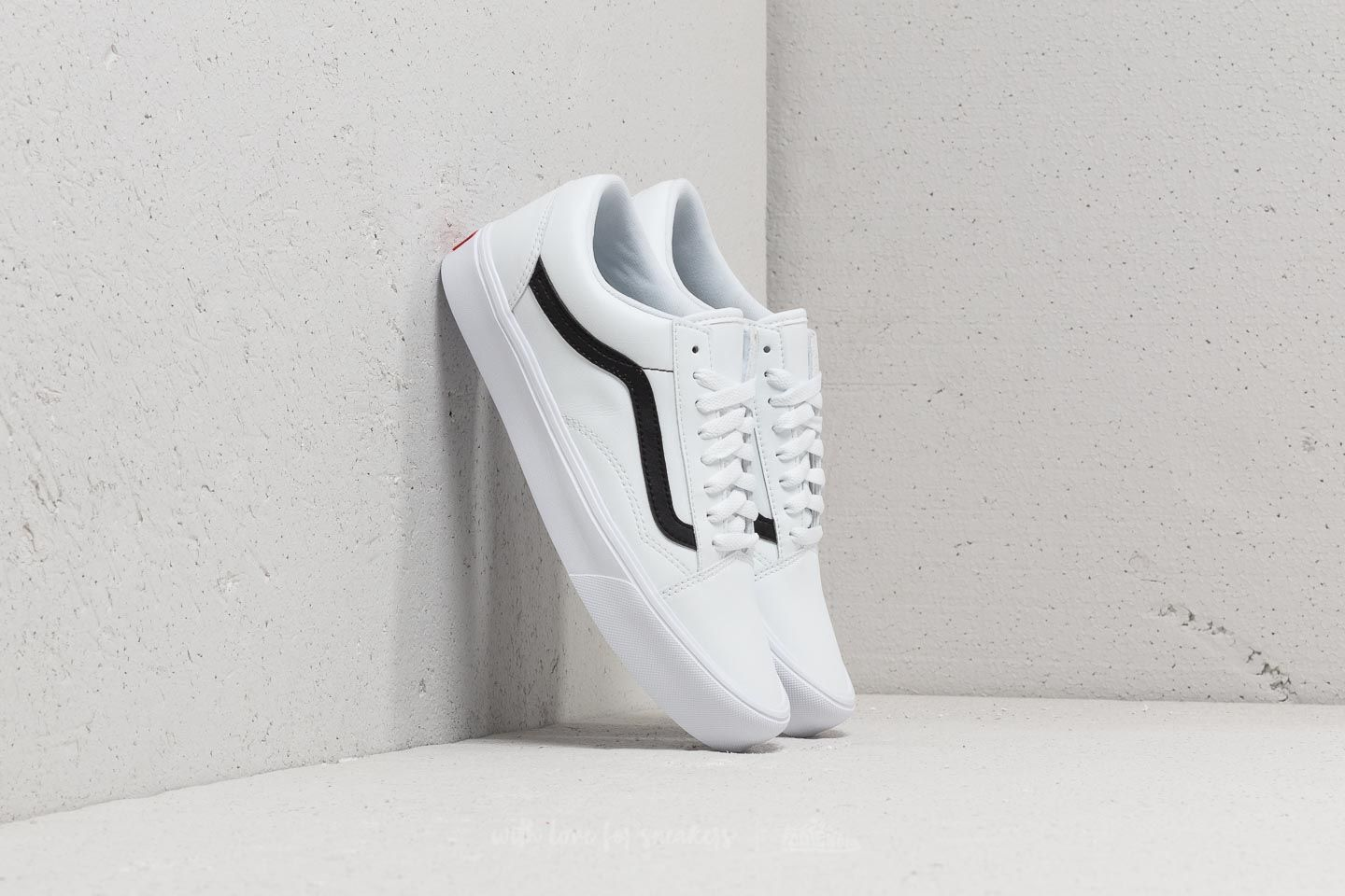 vans old skool lite classic tumble true white black. Black Bedroom Furniture Sets. Home Design Ideas
