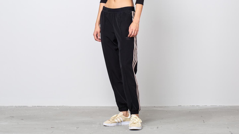 adidas AA-42 Pants Black a muy buen precio 42 € comprar en Footshop