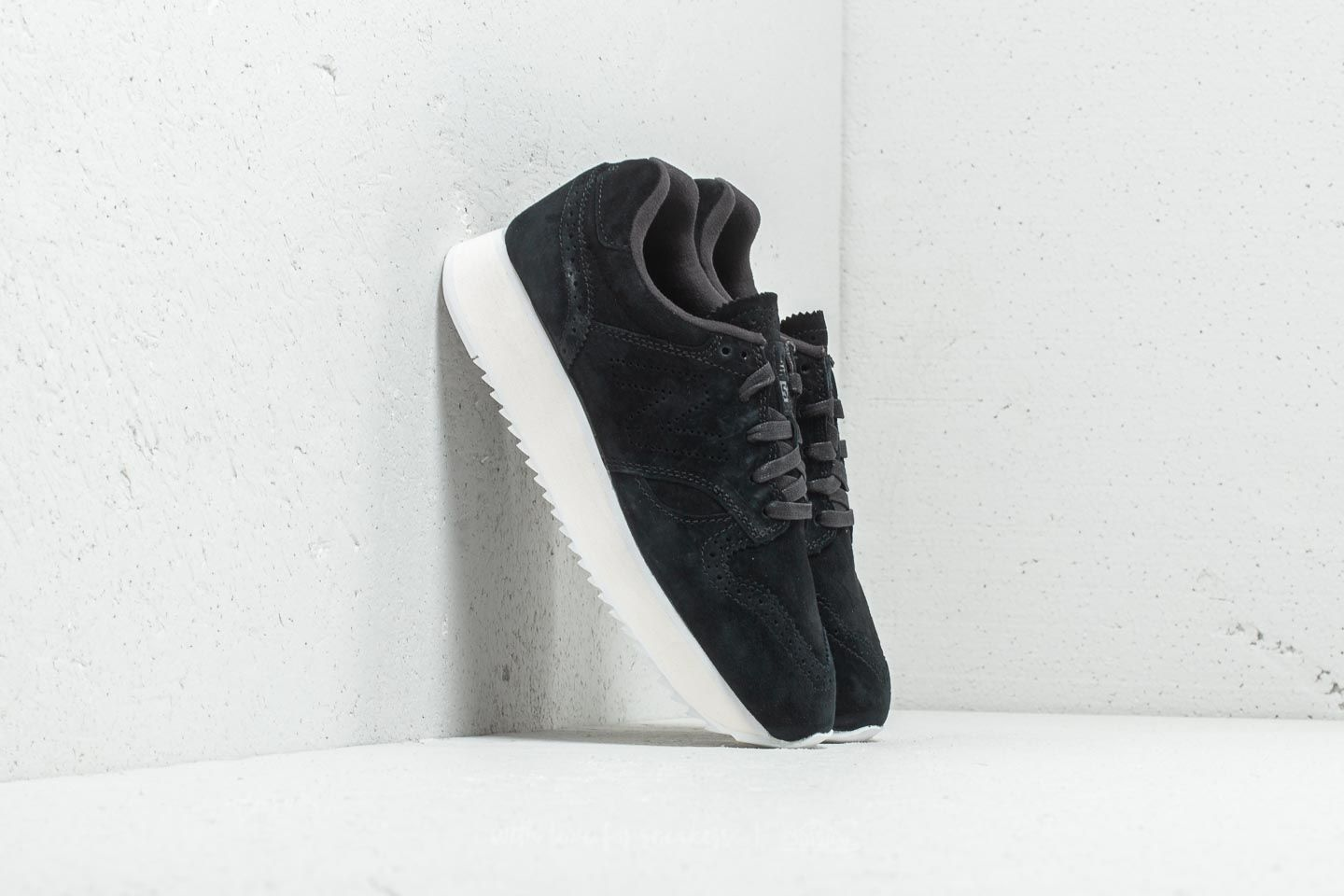 New Balance 520 Black/ White at a great price 52 € buy at Footshop