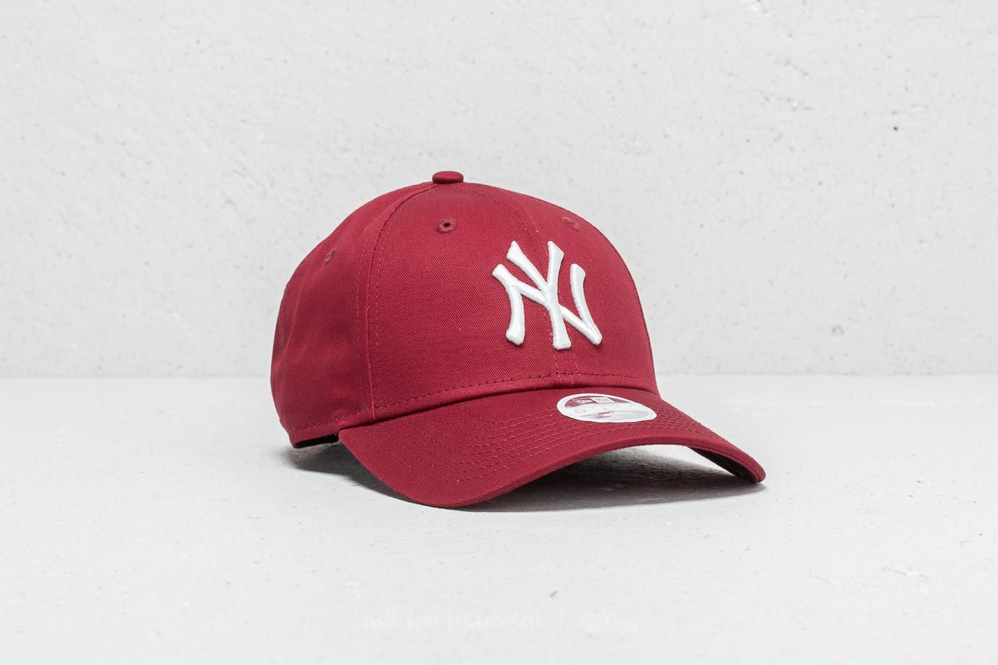 New Era 9Forty Women MLB New York Yankees Cap Burgundy ... 67941ef3e