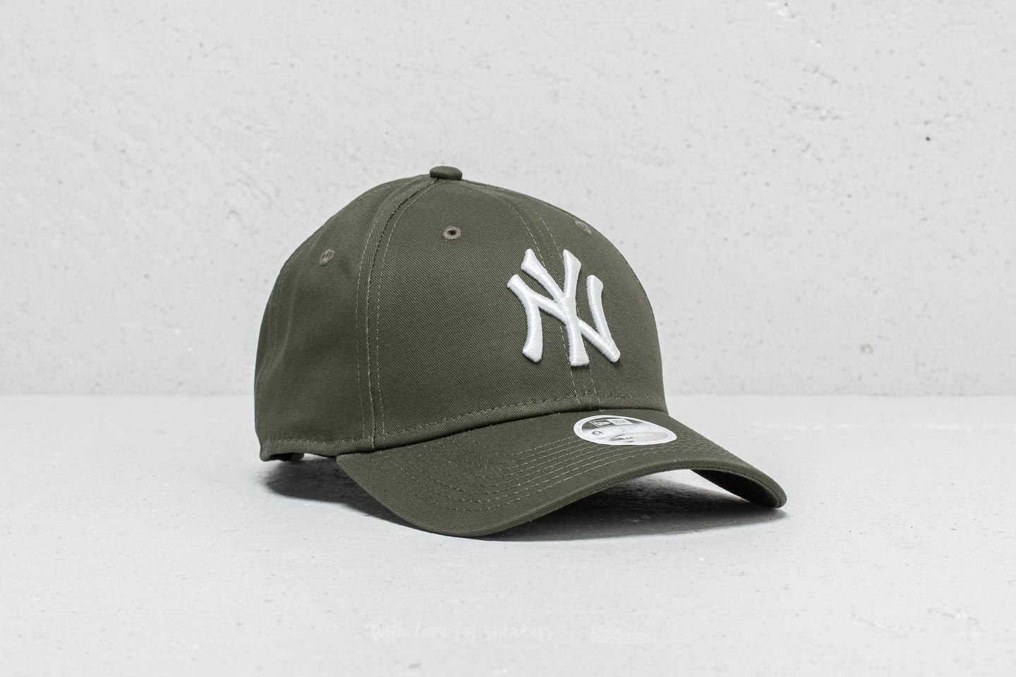 New Era 9Forty Women MLB New York Yankees Cap Olive  White  7950b46c82e