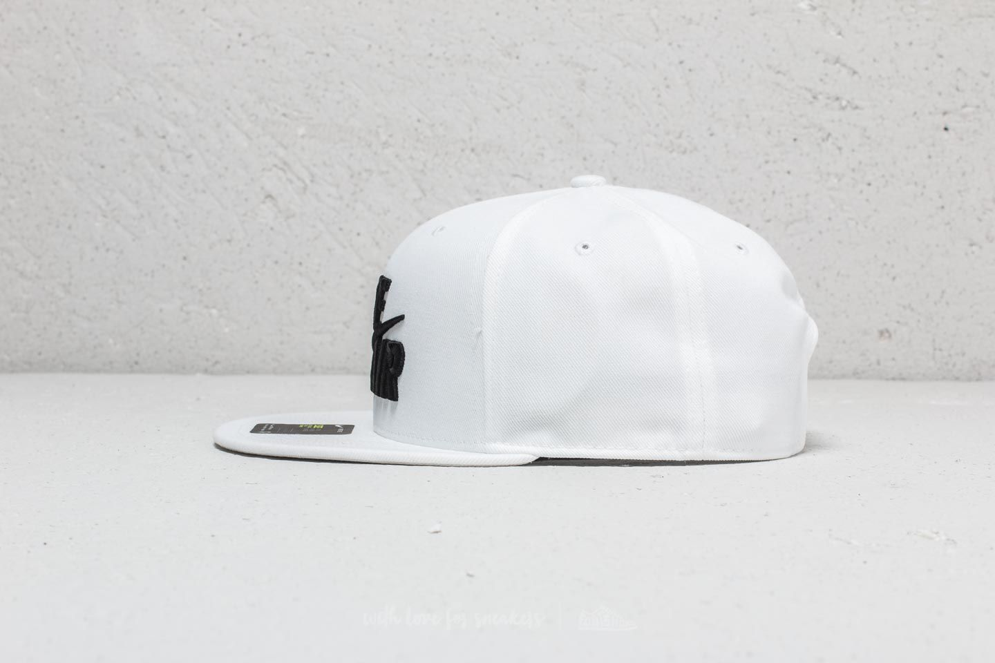 sale retailer 0a9fe 34022 Nike Air True Classic Cap White  Black at a great price  34 buy at Footshop