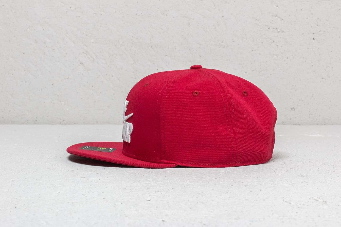 a17ec1dc Nike Sportswear Air Classic True Cap Red /White at a great price $34 buy at