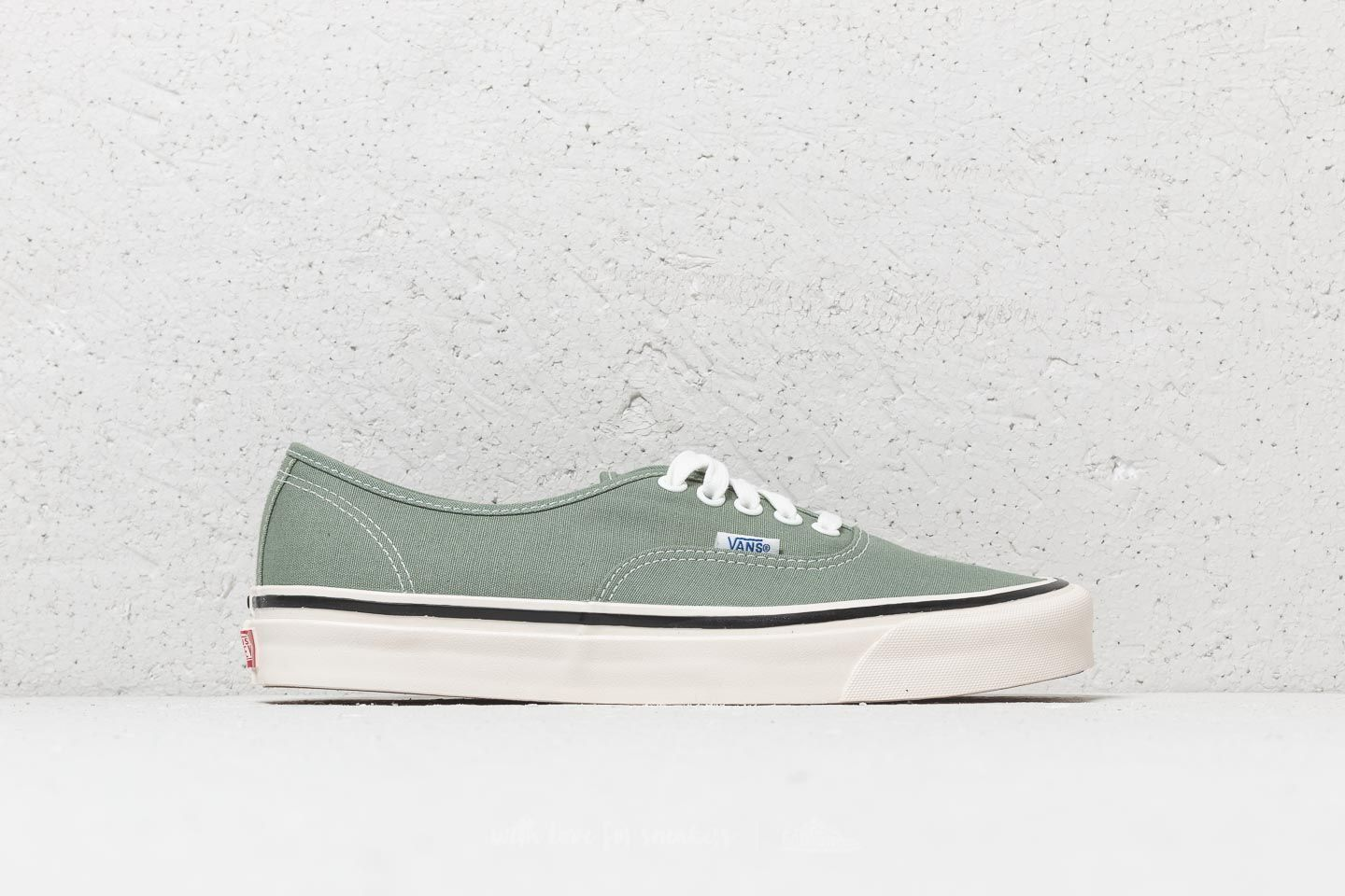 758c3d33 vans authentic 44