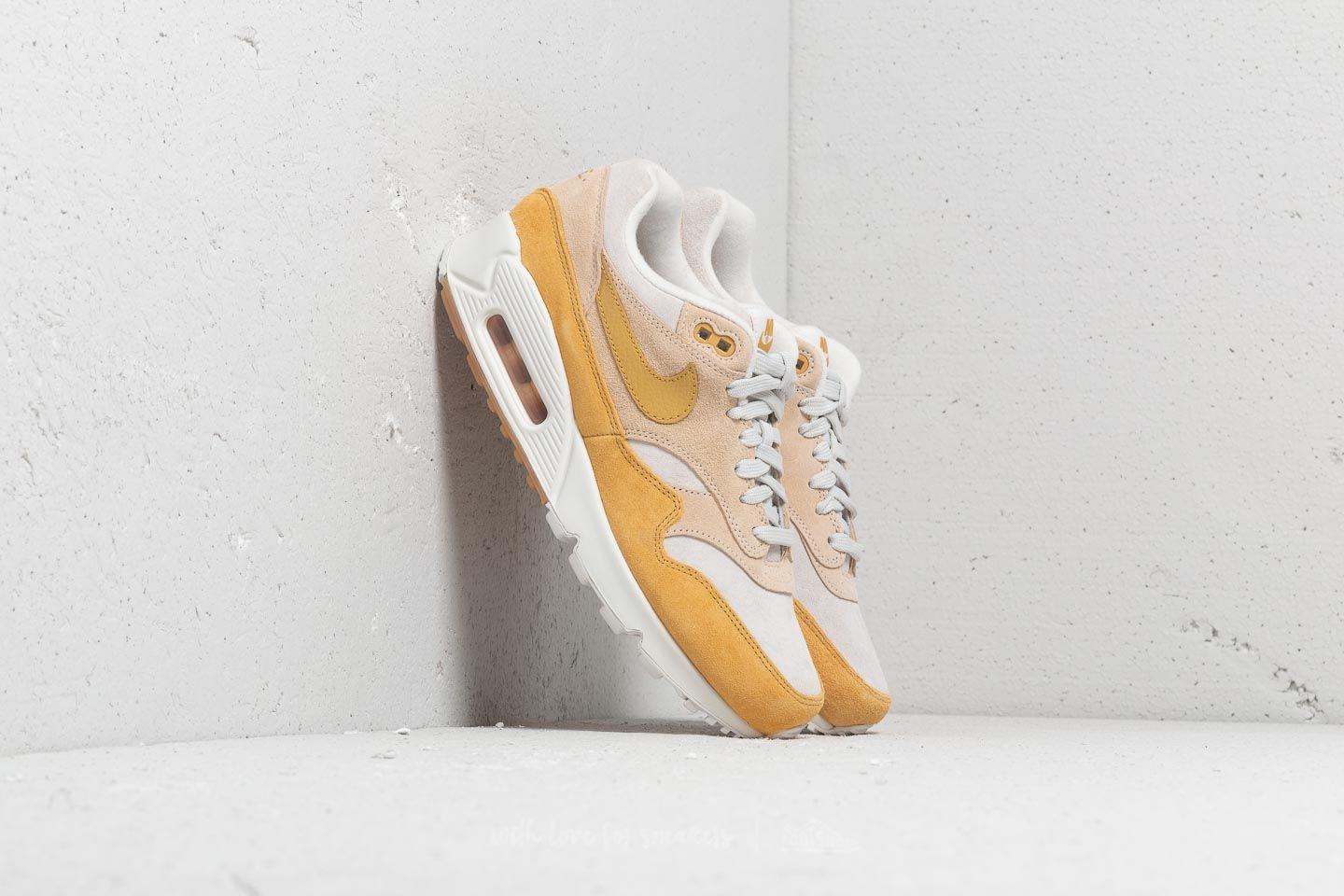 competitive price a8b5b 6857a Nike Air Max 90 1 W. Guava Ice  Wheat Gold