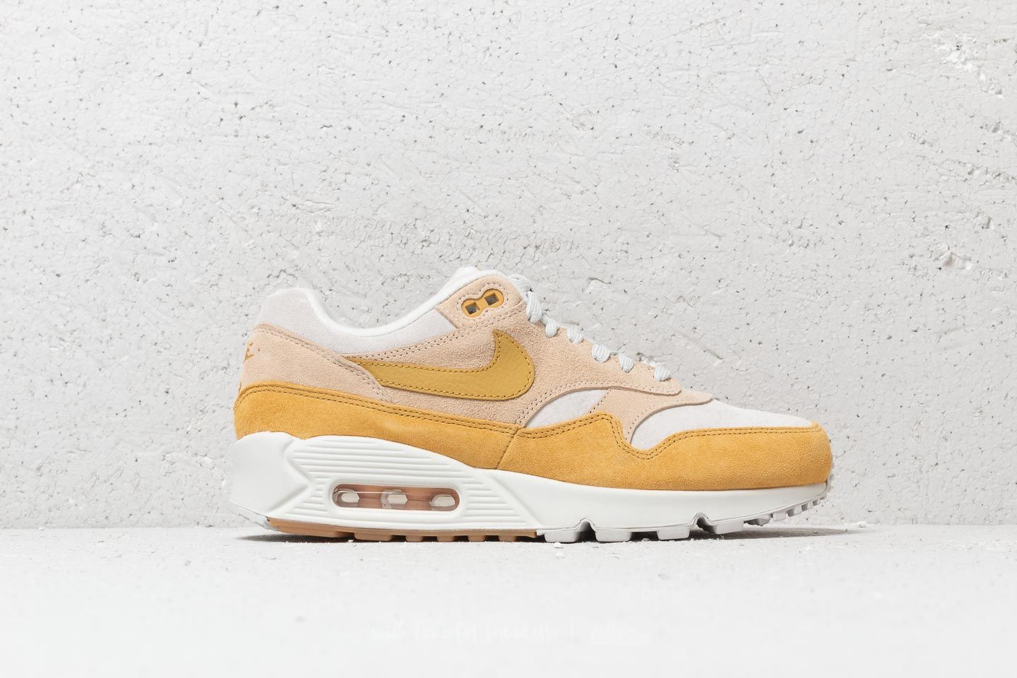 Nike Air Max 901 W Guava Ice Wheat Gold | Footshop
