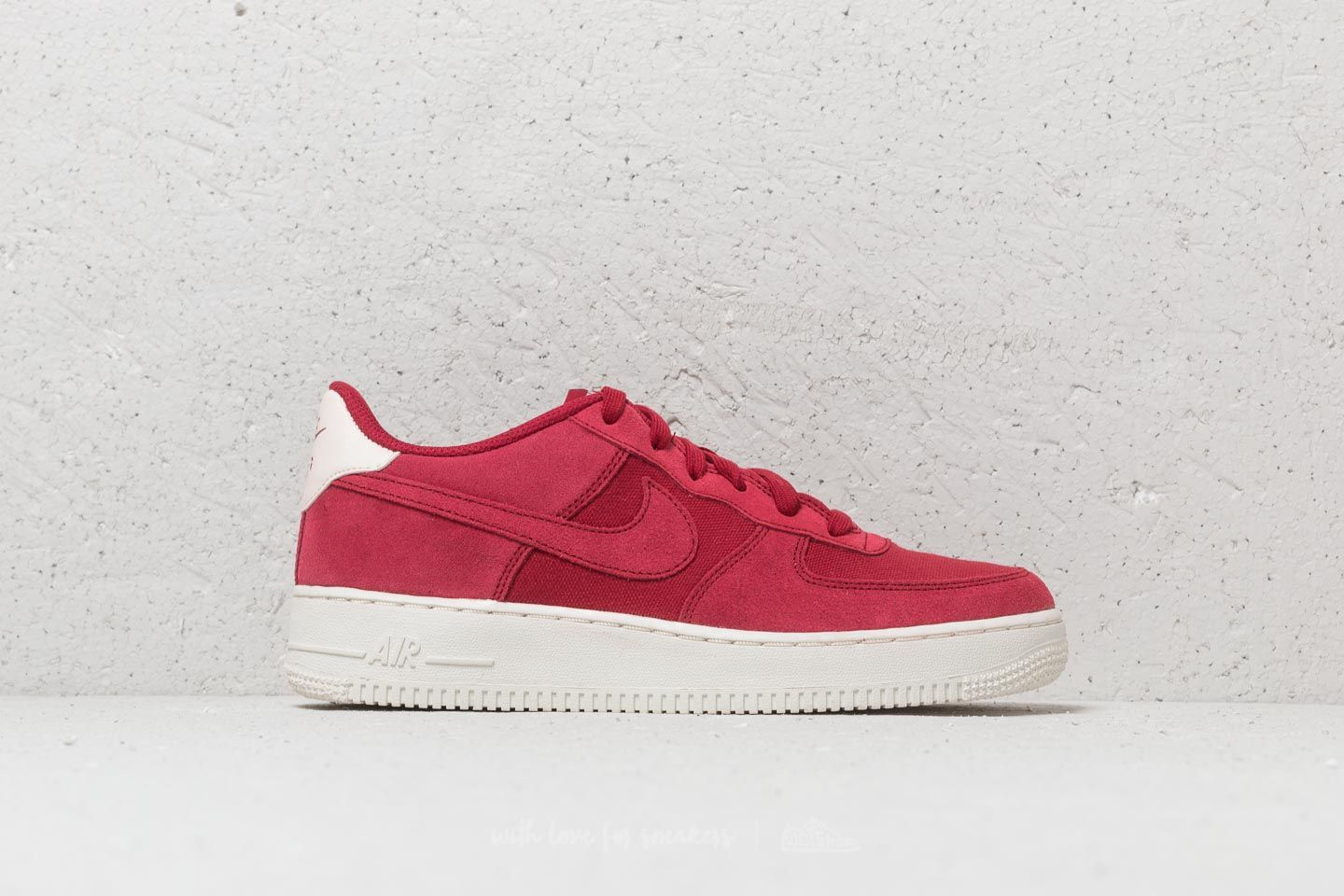 nike AIR FORCE 1 '07 SUEDE RED CRUSHRED CRUSH SAIL bei