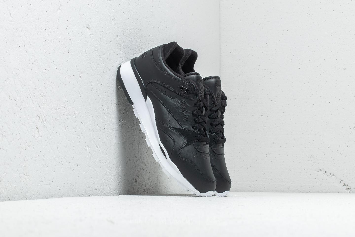 ef50fefd294 Reebok CL LEATHER II Black  White at a great price 63 € buy at Footshop