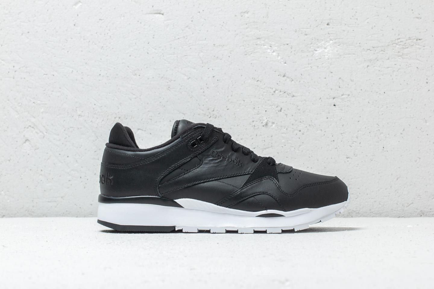 9b99c4602e9 Reebok CL LEATHER II Black  White at a great price 63 € buy at Footshop