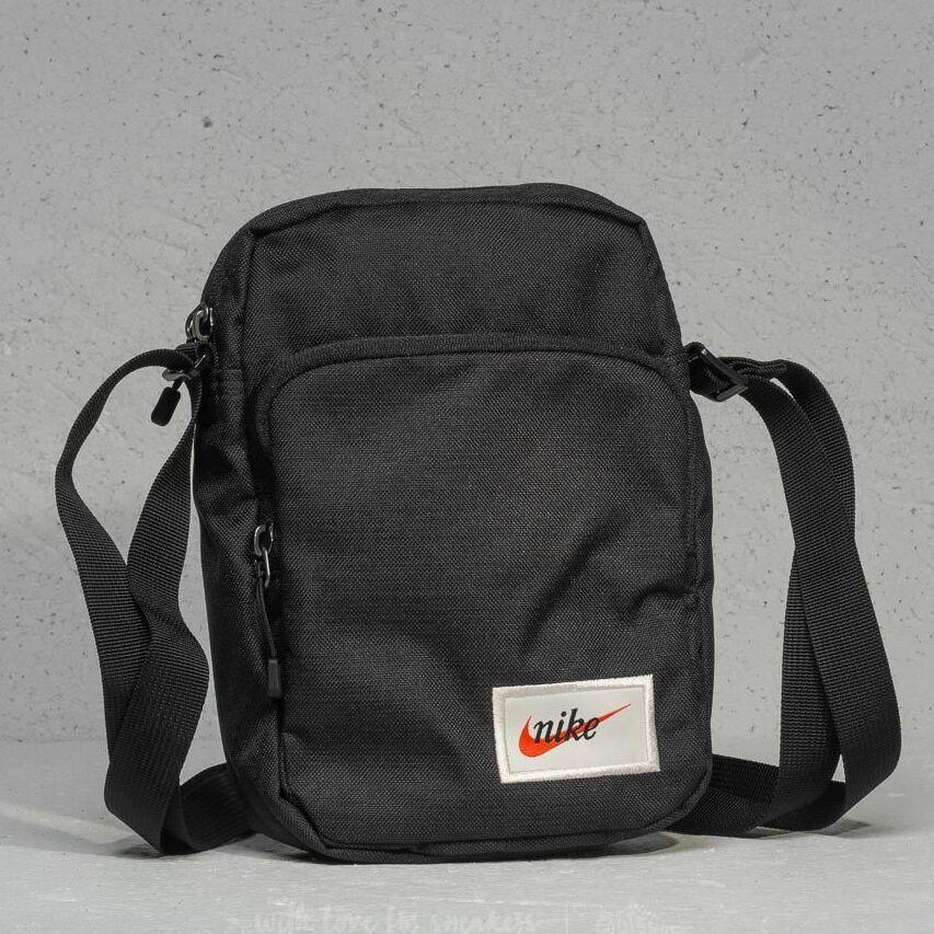 58e9731c7 Nike tech small items bag black 3 litry levně | Blesk zboží