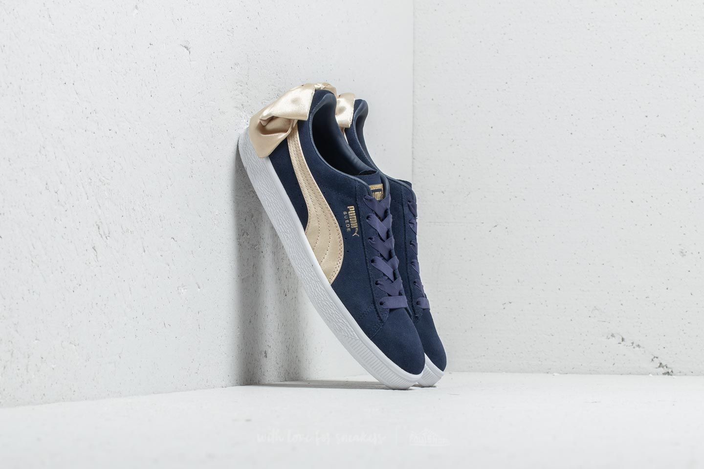 Puma Suede Bow Varsity Wn s Peacoat  Metallic Gold at a great price £48 buy 87acdc6a6