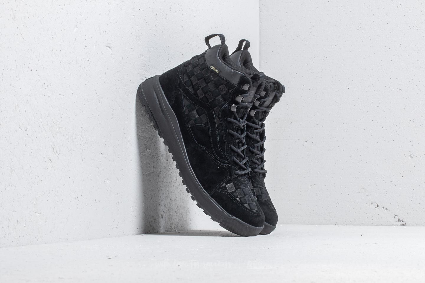 Vans UltraRange Hi Gore-Tex (Checkerboard) Black at a great price 117 € buy at Footshop
