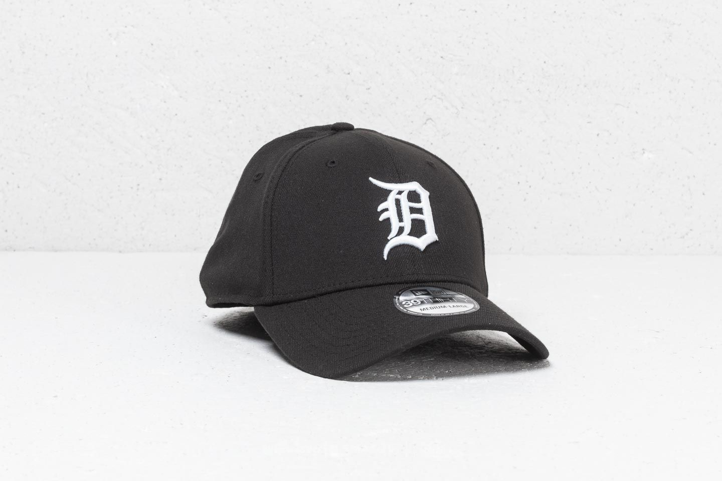 3722c576fb1 New Era 39Thirty MLB Detroit Tigers Cap Black  White