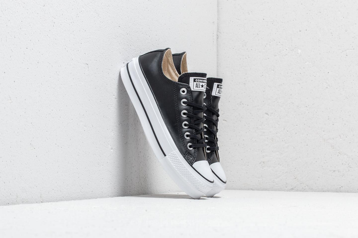 5d189fd1d1a Converse Chuck Taylor All Star Lift Clean OX Black  Black  White ...
