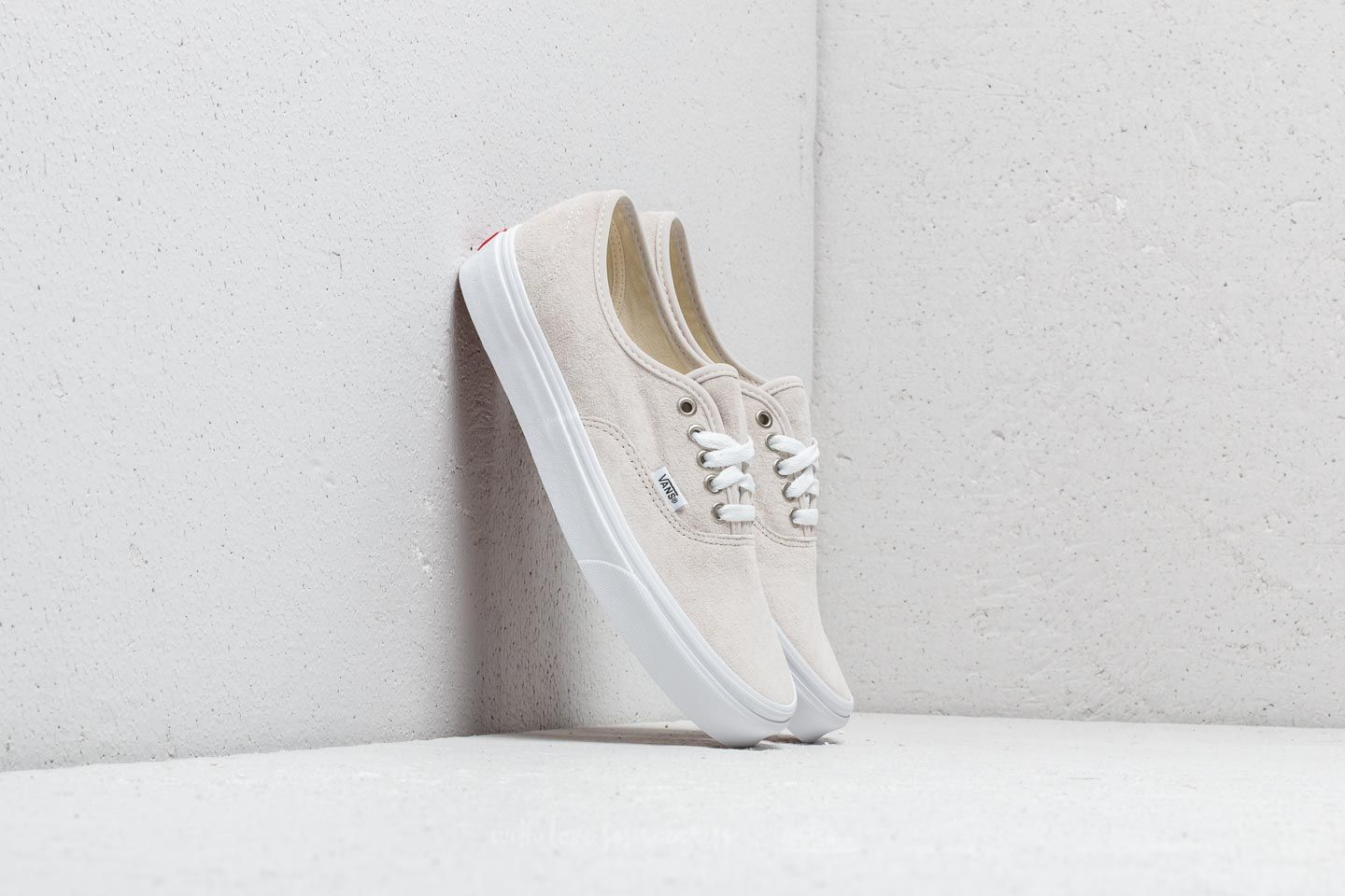 5e00f4344963e0 Vans Authentic (Pig Suede) Moonbeam  True White at a great price 63 €