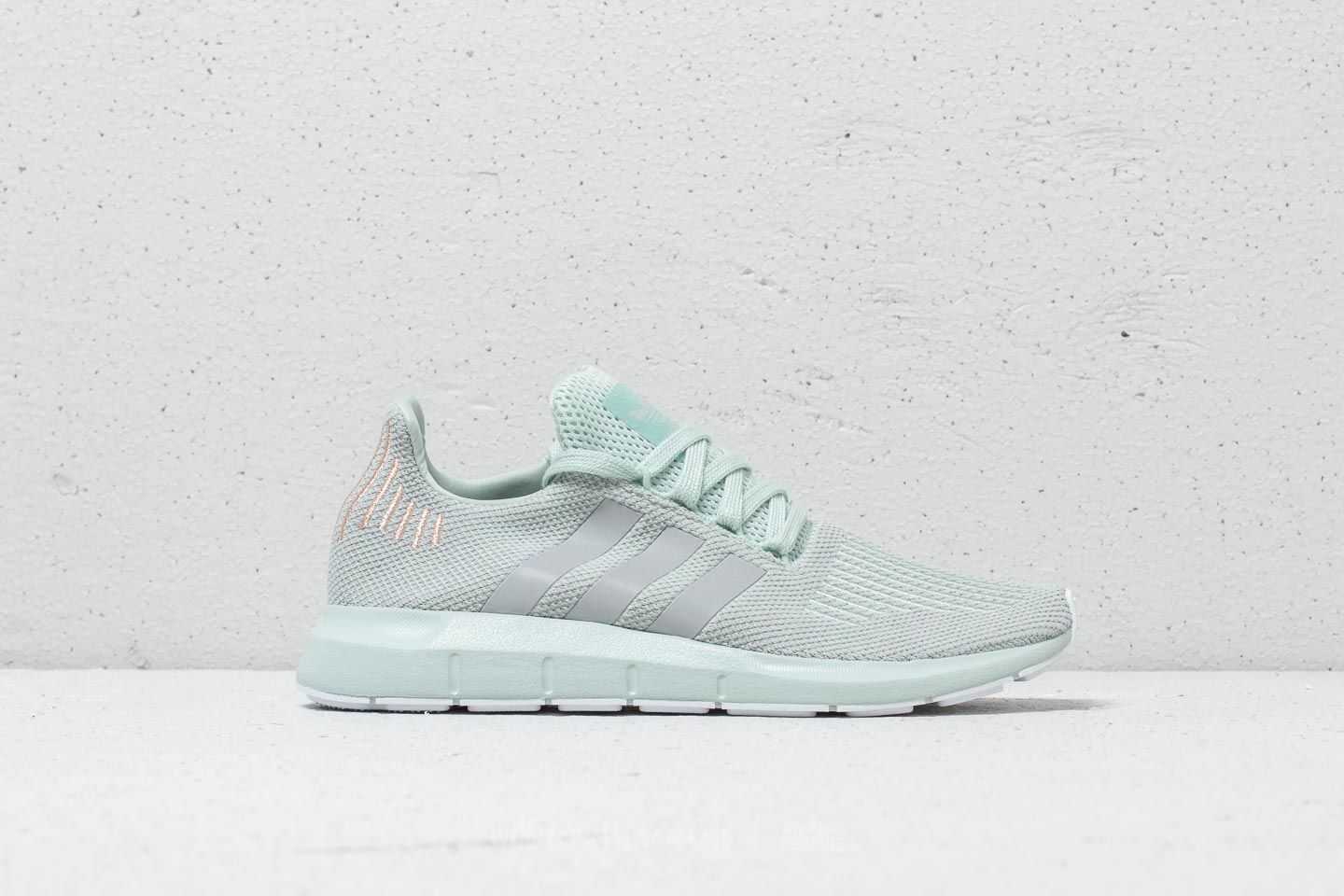 adidas Swift Run W Vapour Green/ Grey Two/ Ftw White at a great price