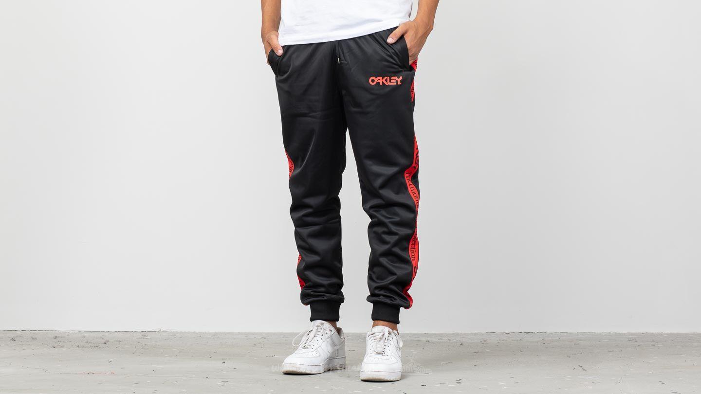 Oakley TNP Track Pants Blackout za skvělou cenu 1 630 Kč koupíte na Footshop.cz