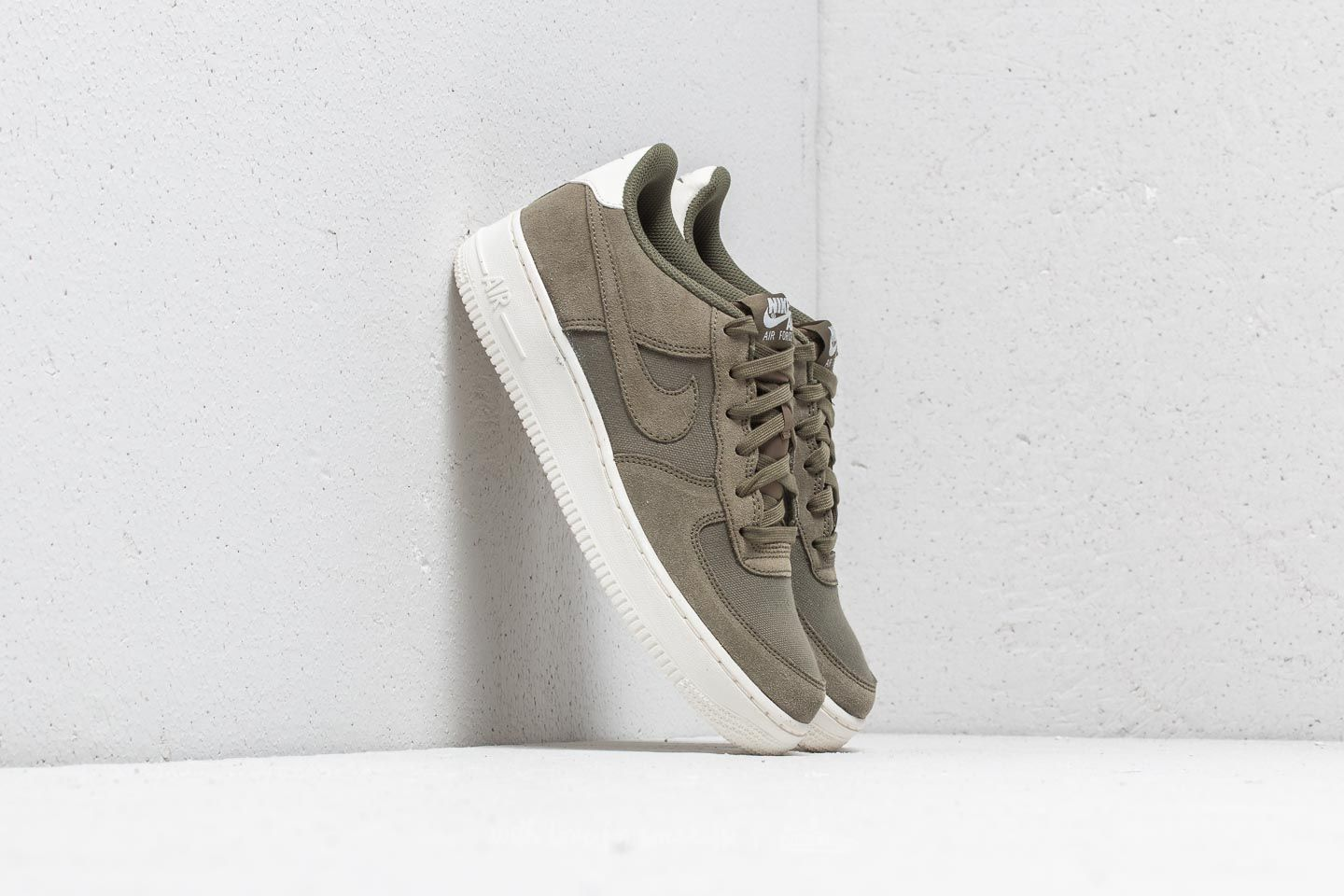 nike air force 1 07 low suede olive