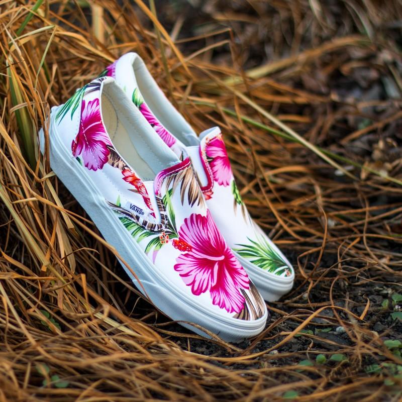 5b6918af83 Vans Classic Slip-On Hawaiian Floral White