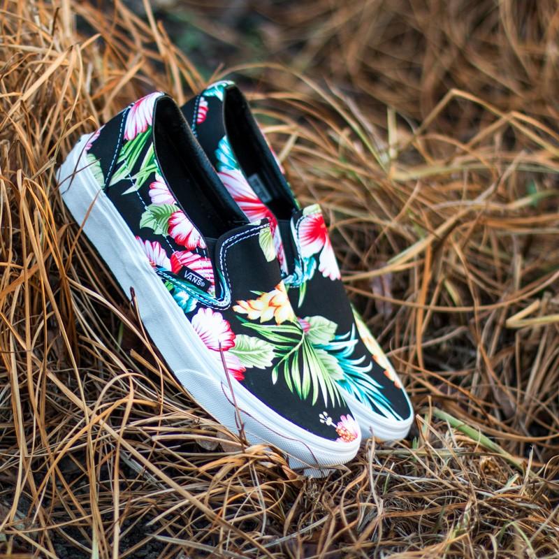 ed61245d44 Vans Classic Slip-On Hawaiian Flower Black