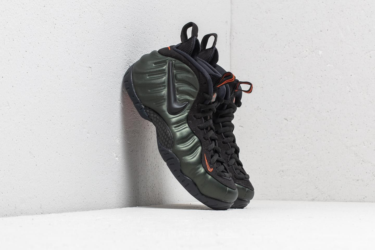 b22b7960fa1 Nike Air Foamposite Pro Sequoia  Black-Team Orange at a great price £191