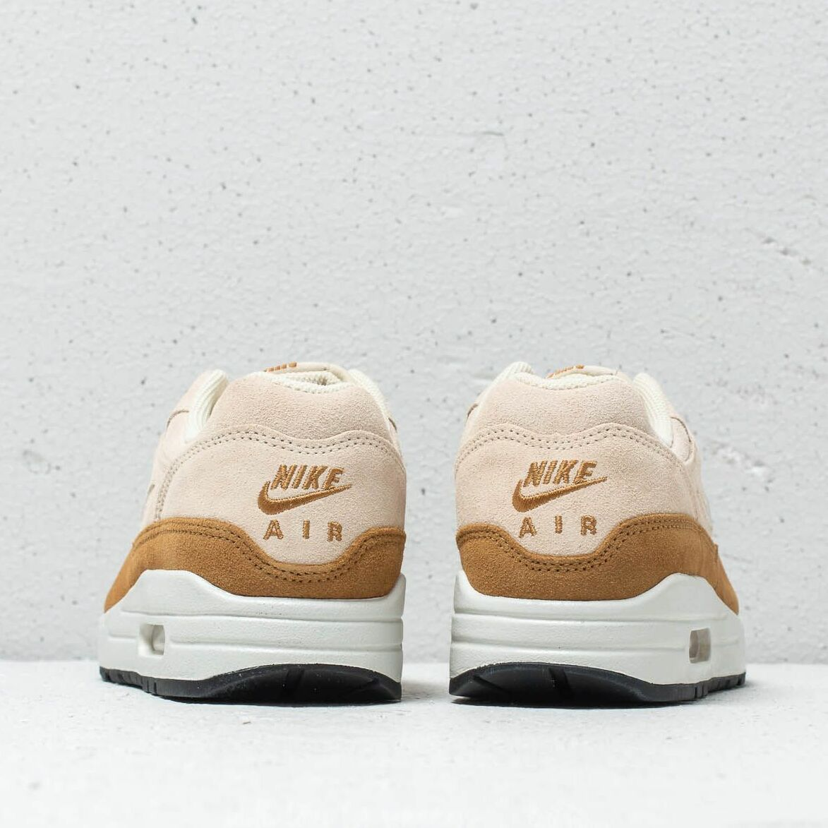 Nike Wmns Air Max 1 Premium SC Beach/ Metallic Gold Grain, Brown
