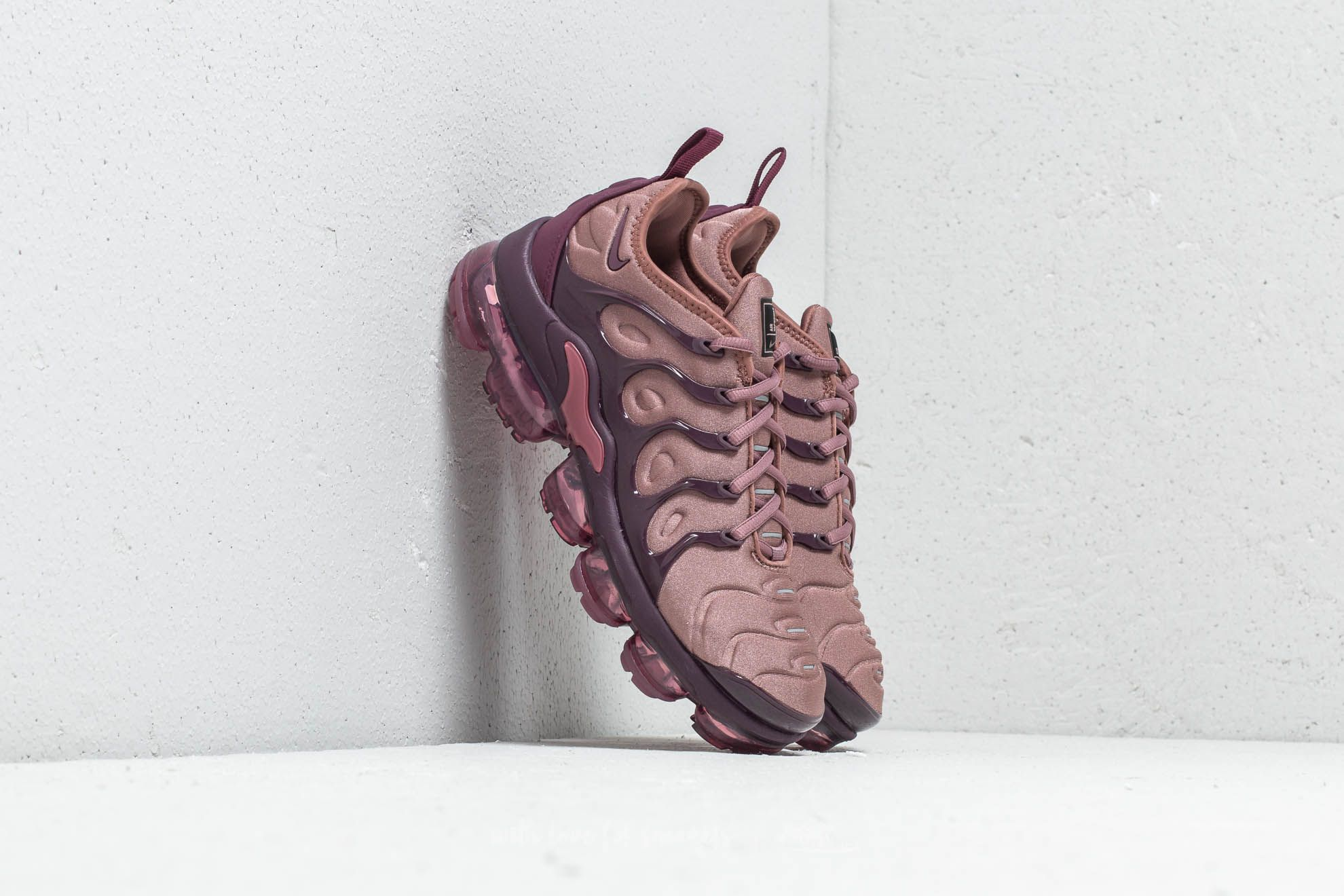 5c16bbce67 Nike Wmns Air Vapormax Plus Smokey Mauve/ Bordeaux at a great price 209 €  buy