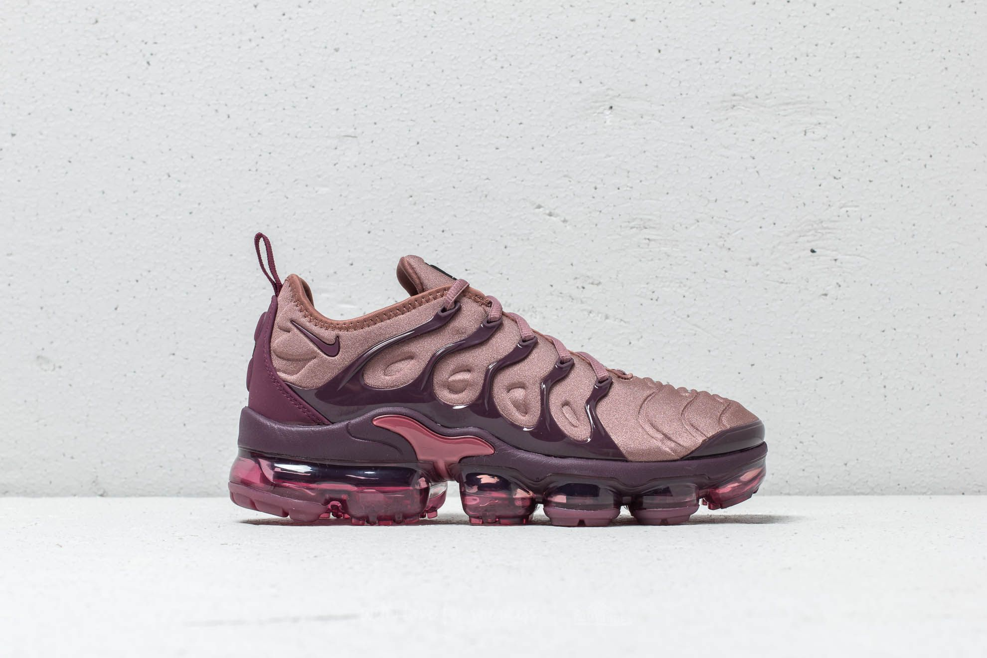 big sale 12989 9ed36 Nike Wmns Air Vapormax Plus Smokey Mauve/ Bordeaux | Footshop