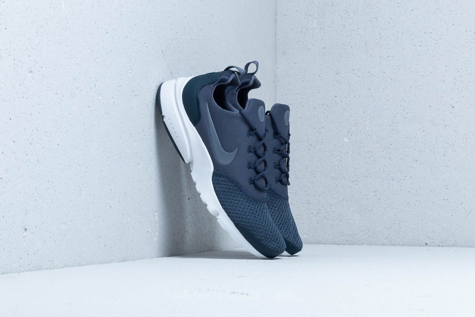 11a3b63b935d8 Nike Presto Fly SE Thunder Blue  Light Carbon at a great price £95 buy