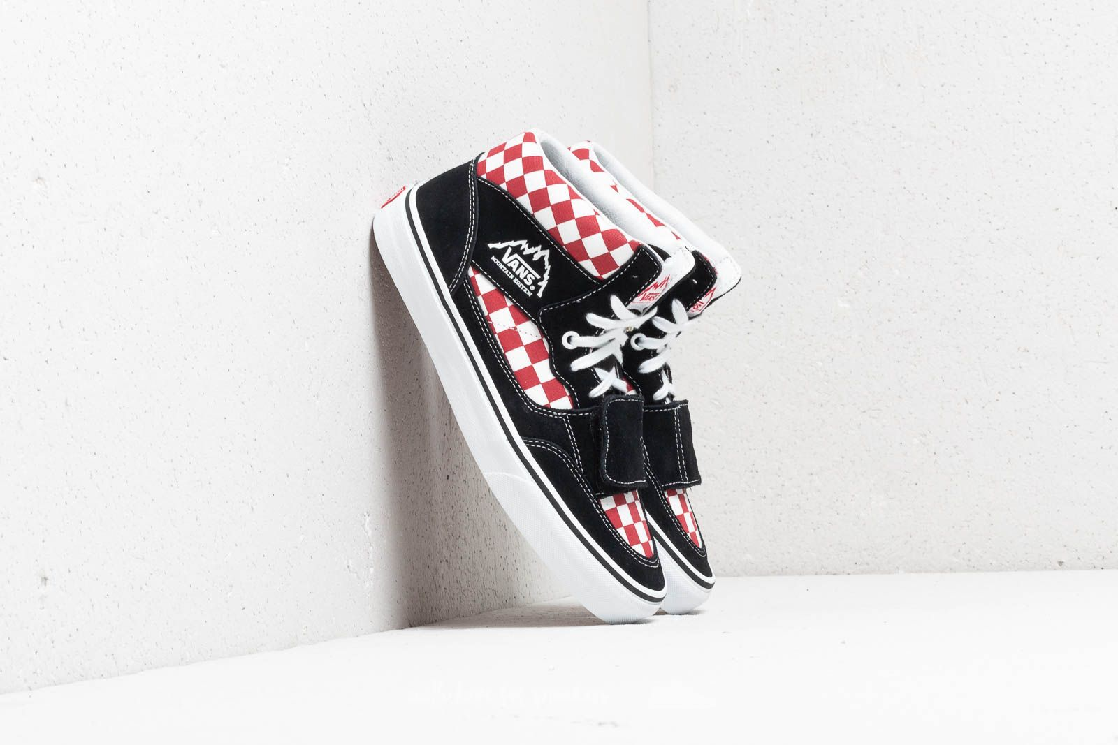 e499486e415 Vans Mountain Edition (Checkerboard) Black  Red at a great price 73 € buy
