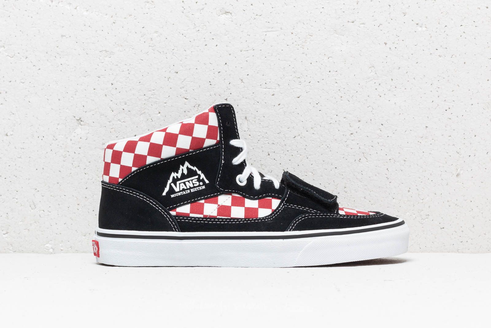 e81042b765 Vans Mountain Edition (Checkerboard) Black  Red at a great price 73 € buy