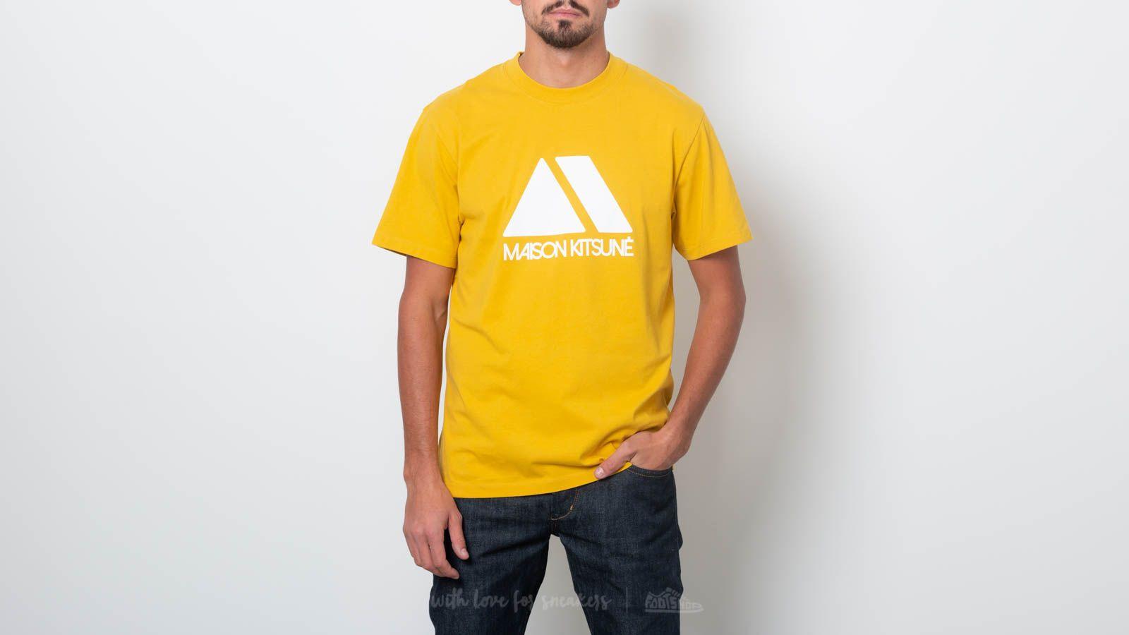 MAISON KITSUNÉ Triangle Tee Mustard za skvělou cenu 1 070 Kč koupíte na Footshop.cz