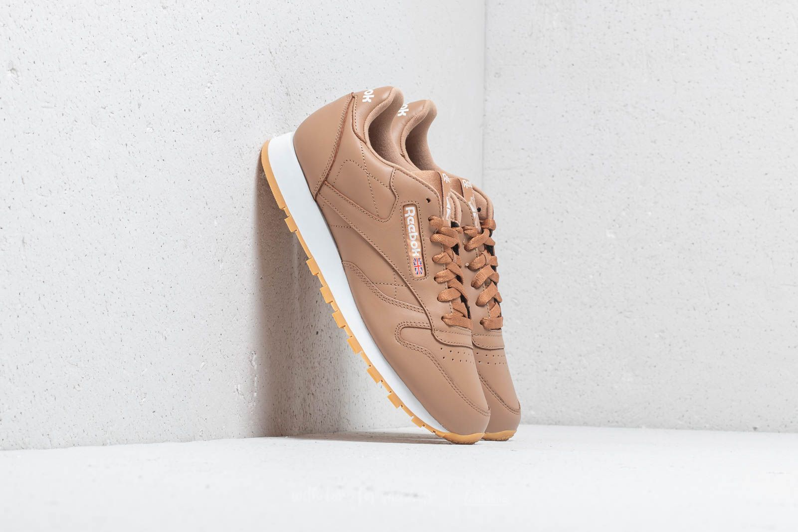 42383efeb442b Reebok CL Leather MU Soft Camel  White  Gum at a great price £55