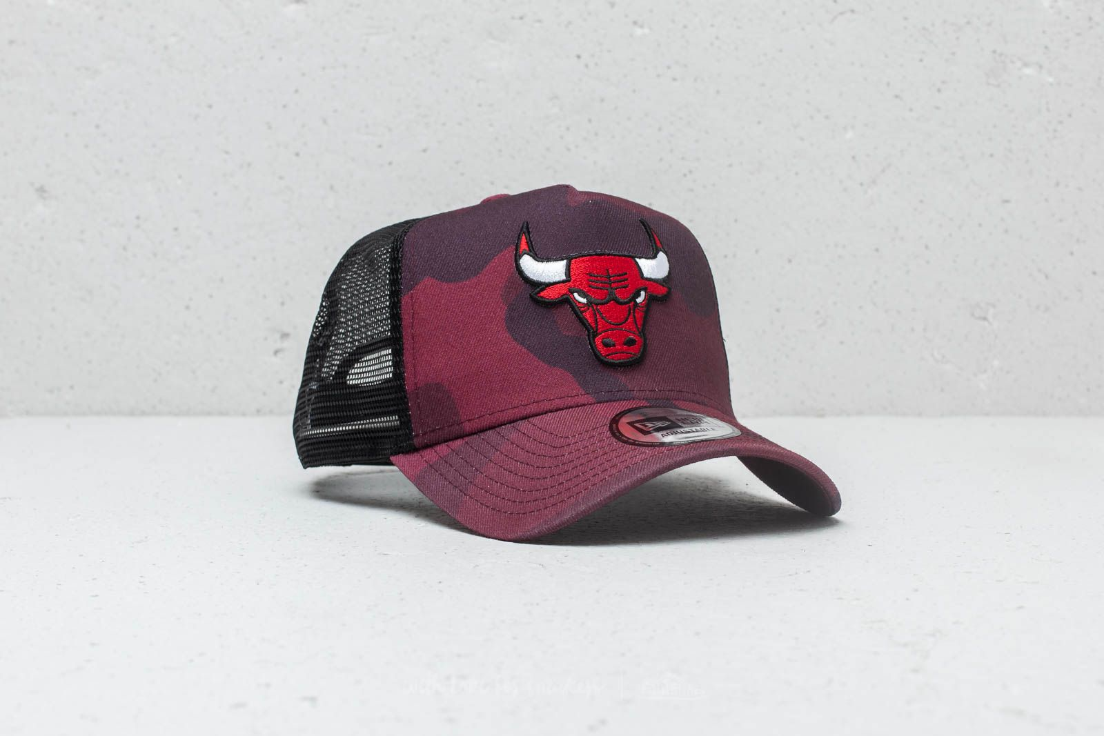 ce32a7123cd New Era NBA Chicago Bulls Trucker Cap Red Camo