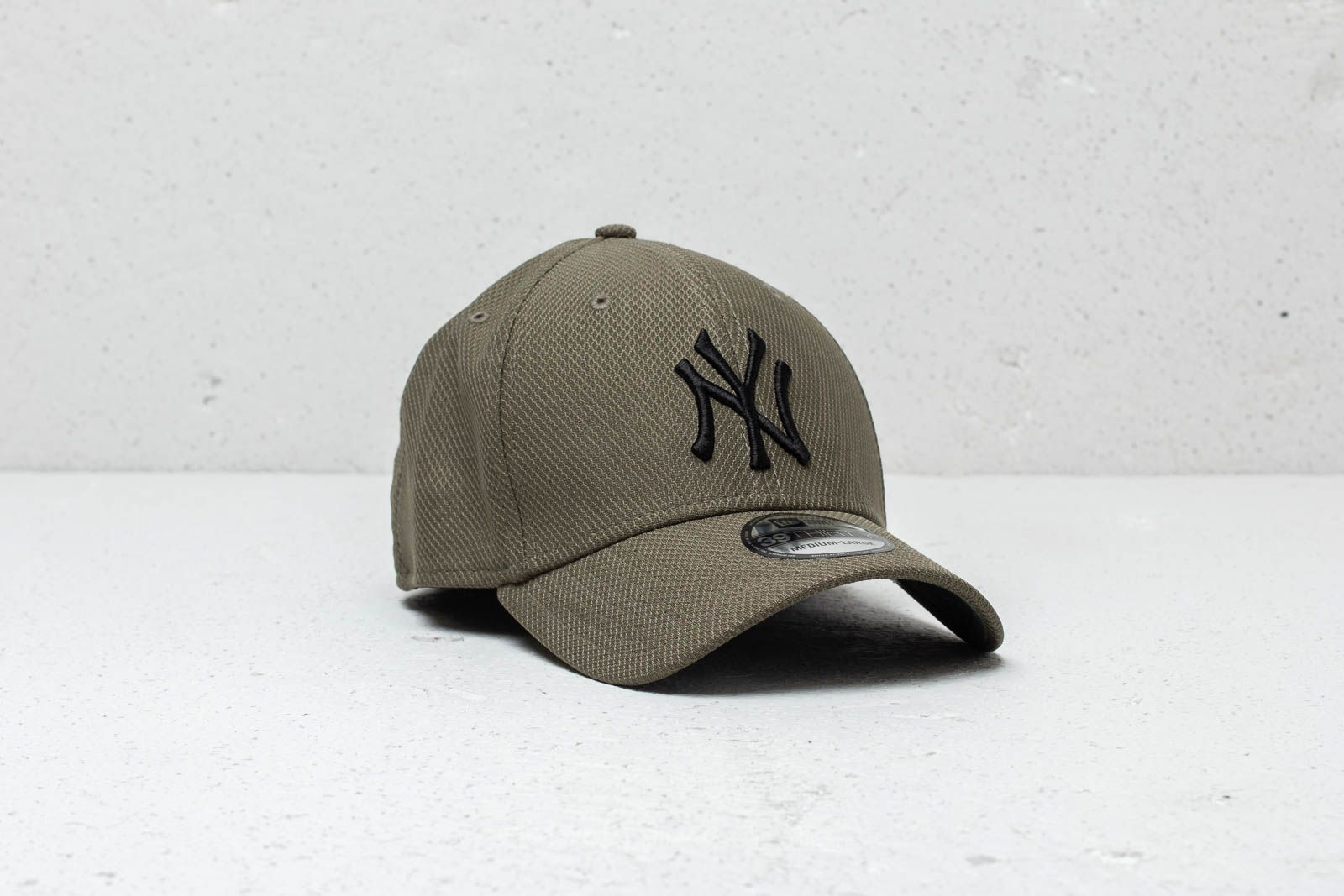 28d95e2f6f6 New Era 39Thirty New York Yankees Fitted Cap Olive