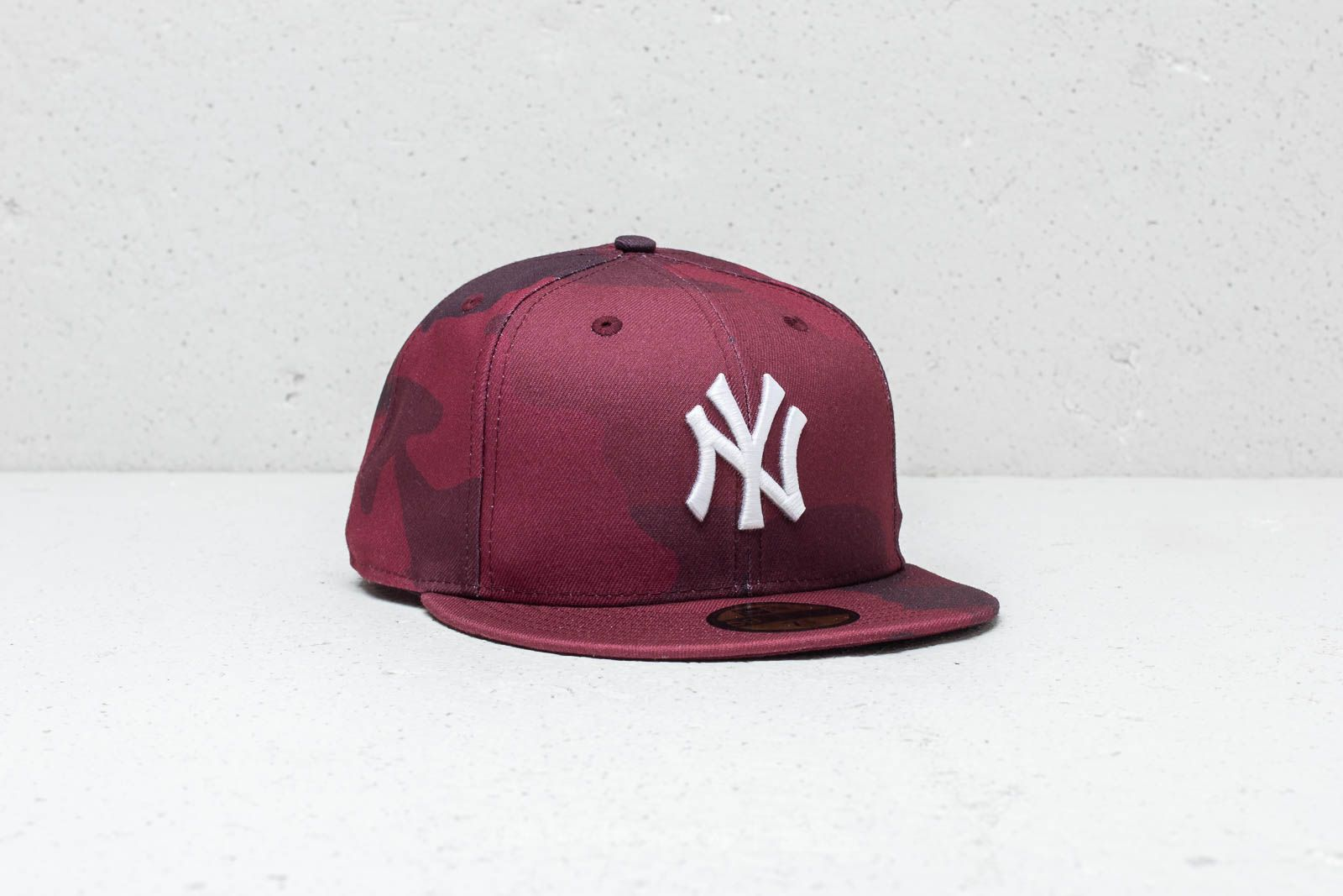 a61b5736f New Era 59Fifty MLB New York Yankees Fitted Cap Red Camo | Footshop