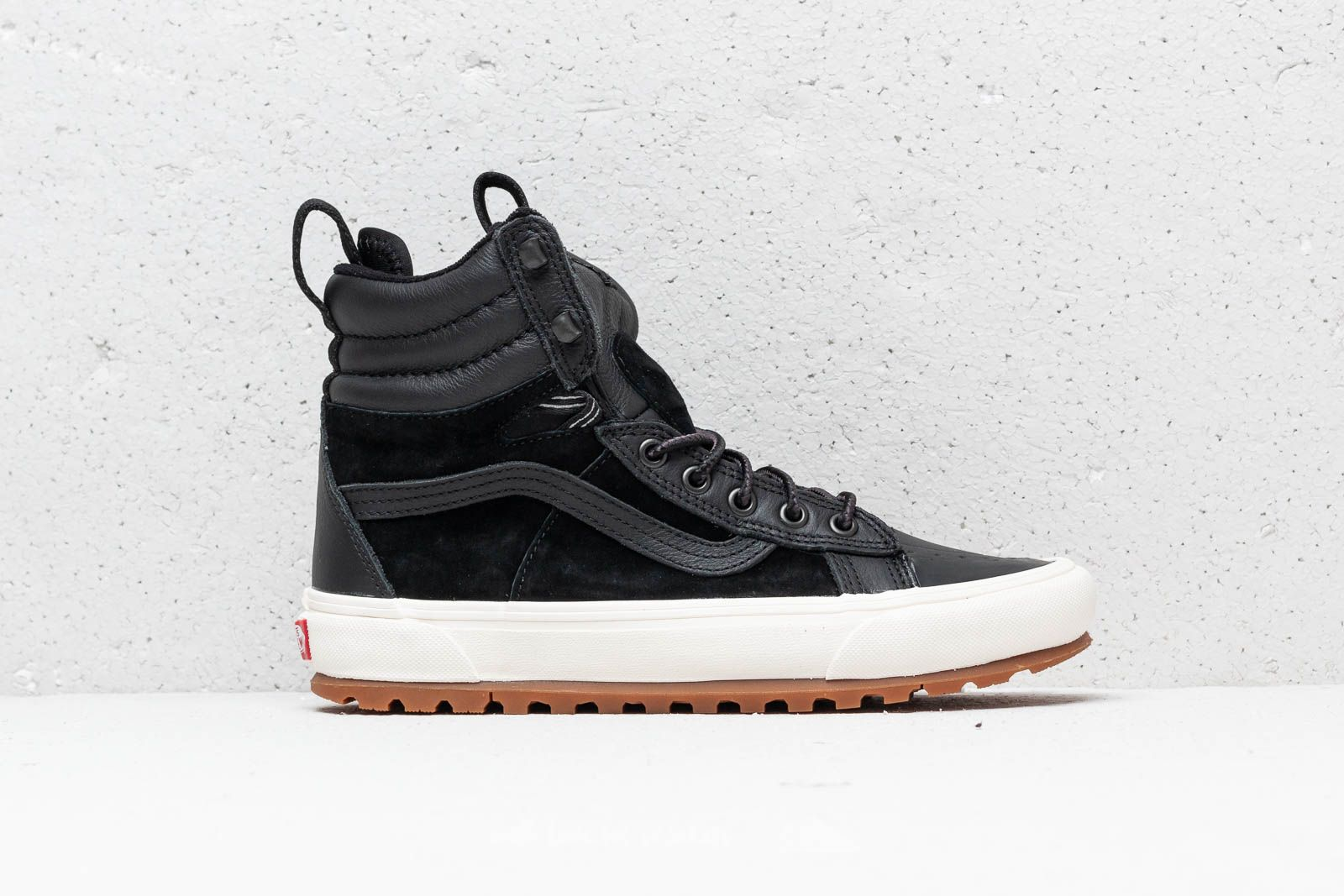 7ecfb336a46 Vans Sk8-Hi Boot Mte D Black  Marshmallow at a great price 106 €