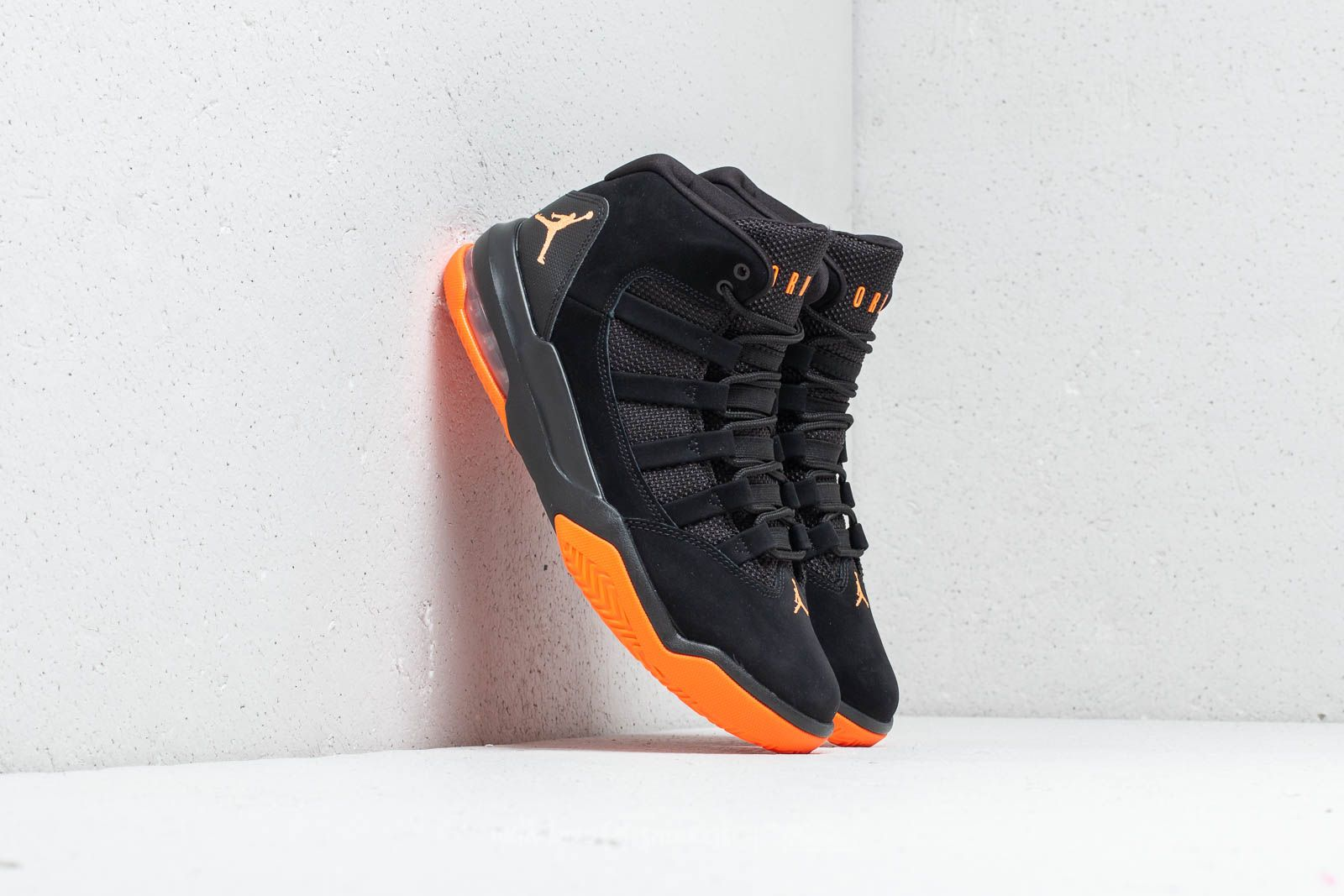 nike air jordan max aura black orange