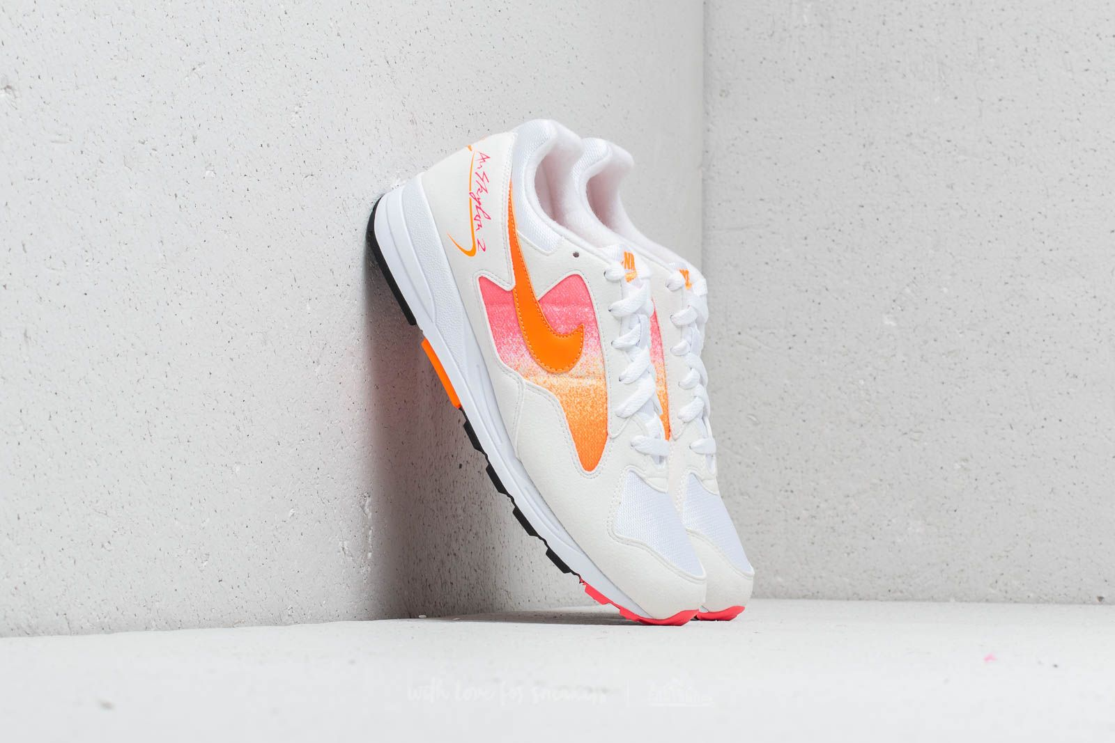new product ef61c 46e8a Nike Air Skylon II White  Total Orange-Racer Pink au meilleur prix 99 €