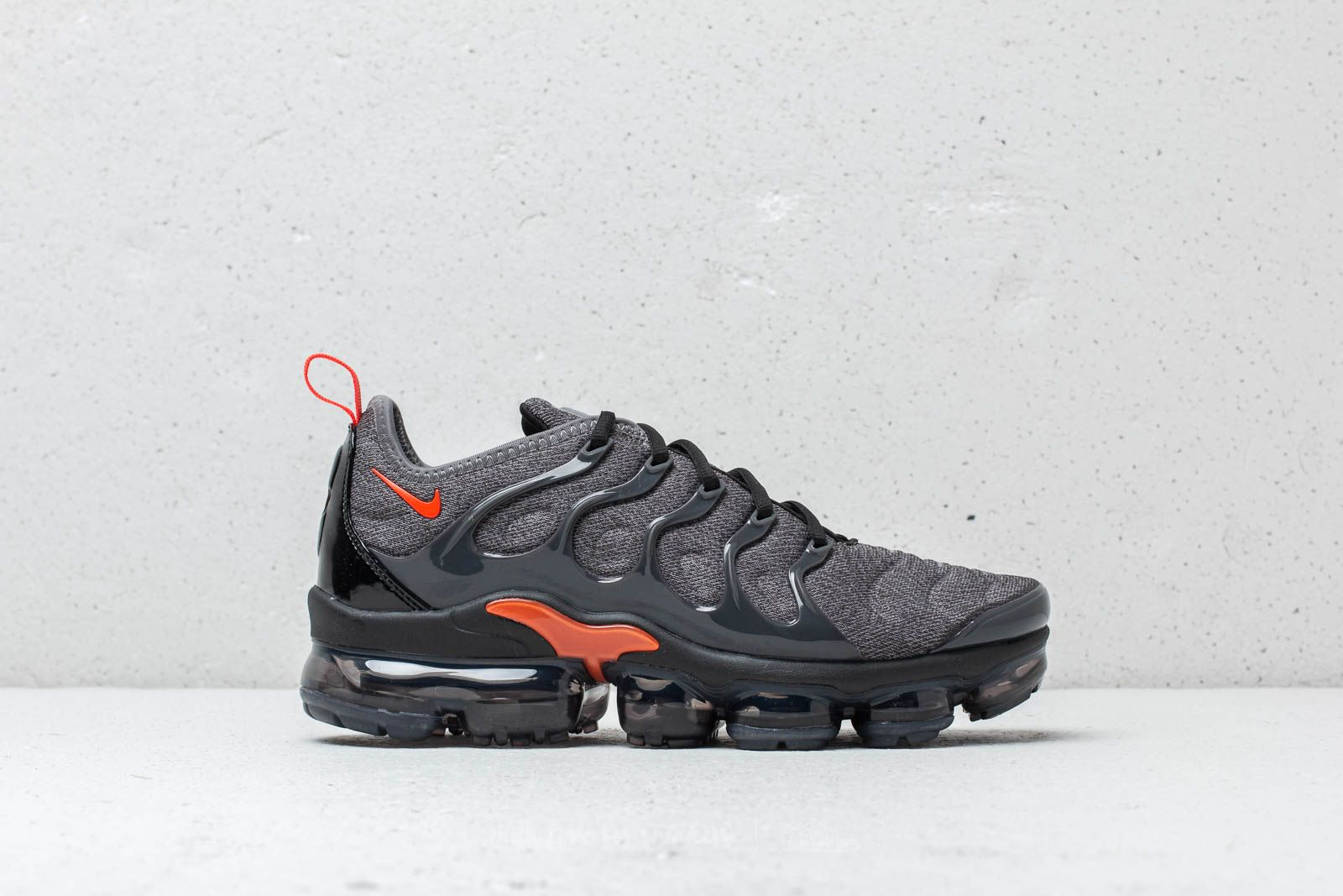sports shoes 7ae14 123ec Nike Air Vapormax Plus Cool Grey  Team Orange at a great price 209 € buy