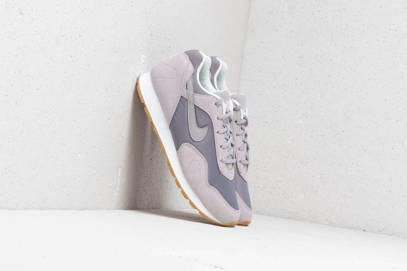Nike Outburst Wmns Gunsmoke/ Atmosphere Grey za skvělou cenu 1 430 Kč koupíte na Footshop.cz