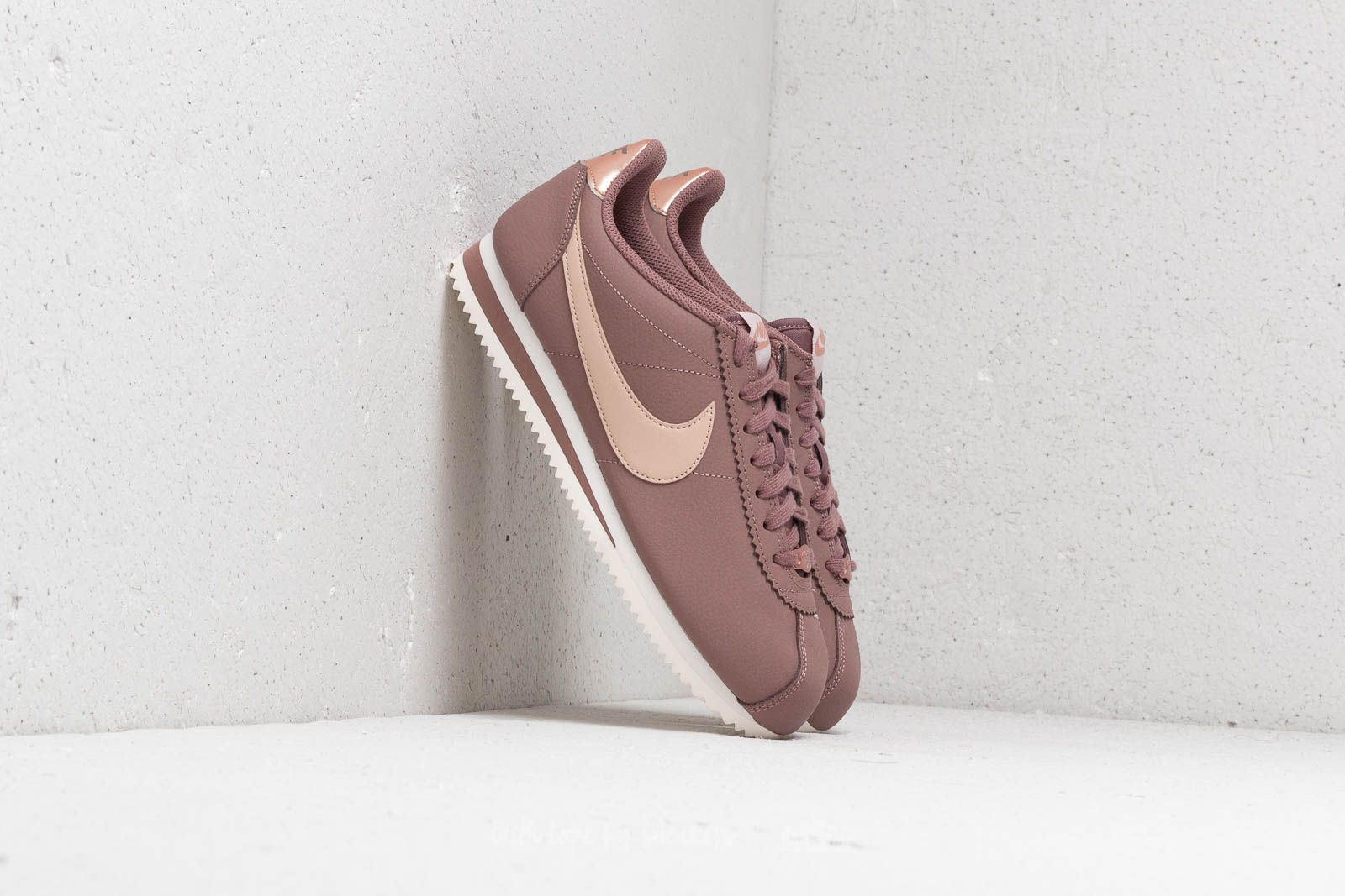 sports shoes ecfac e906b Nike Classic Cortez Leather Wmns
