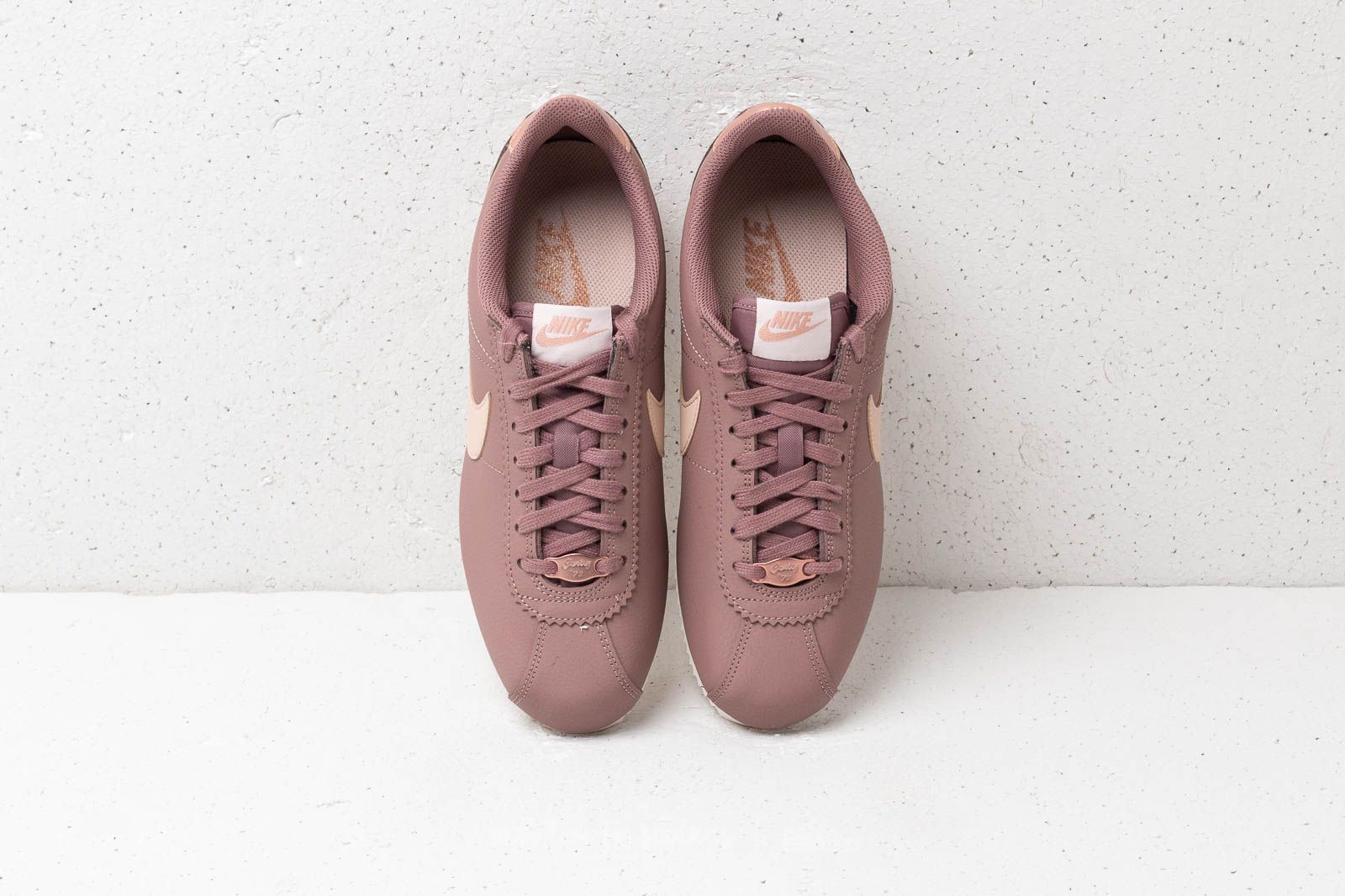 newest 01b47 f3bfe Nike Classic Cortez Leather Wmns Smokey Mauve/ Particle ...