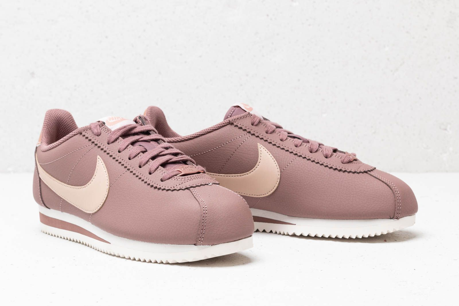 newest 857bc 6a010 Nike Classic Cortez Leather Wmns Smokey Mauve/ Particle ...