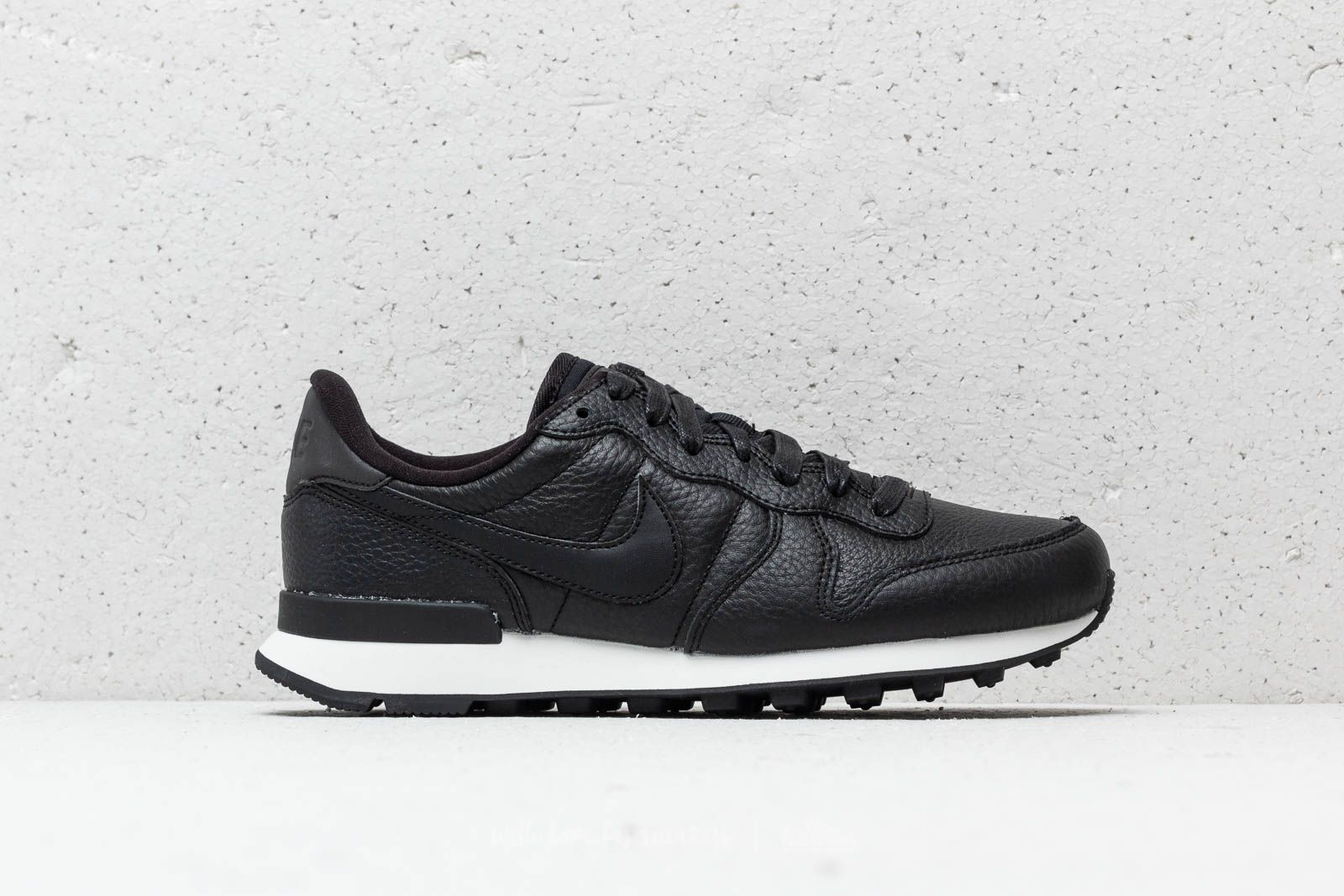 watch cfecf db9e0 closeout nike internationalist prm black anthracite dcd9b 1cb07  promo code  for nike w internationalist premium black black summit white at a great  price 99